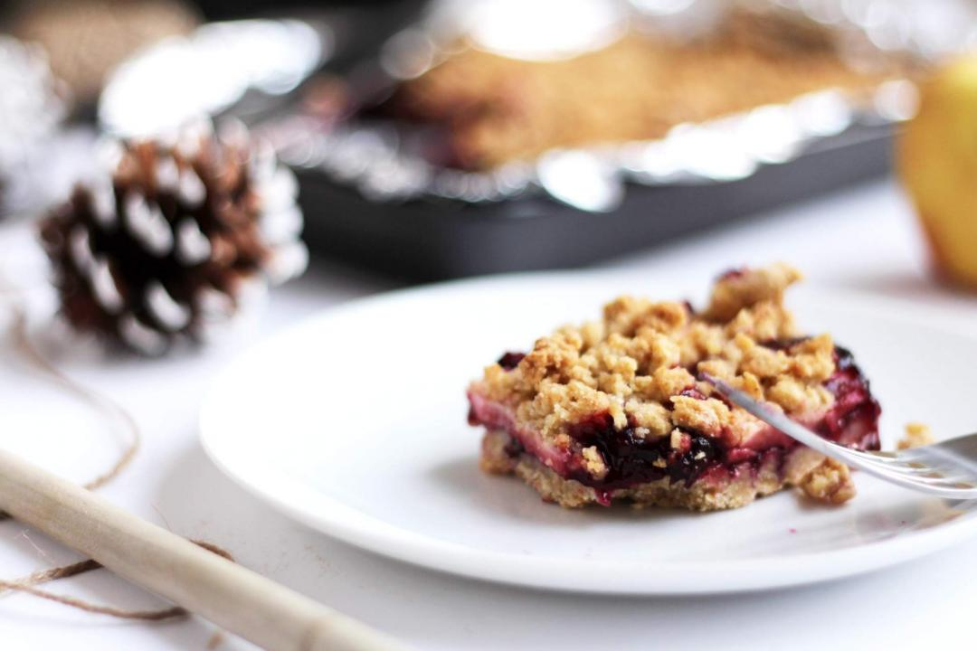 easy-apple-blackberry-blueberry-crumble-recipe-christmas-winter-baking-2