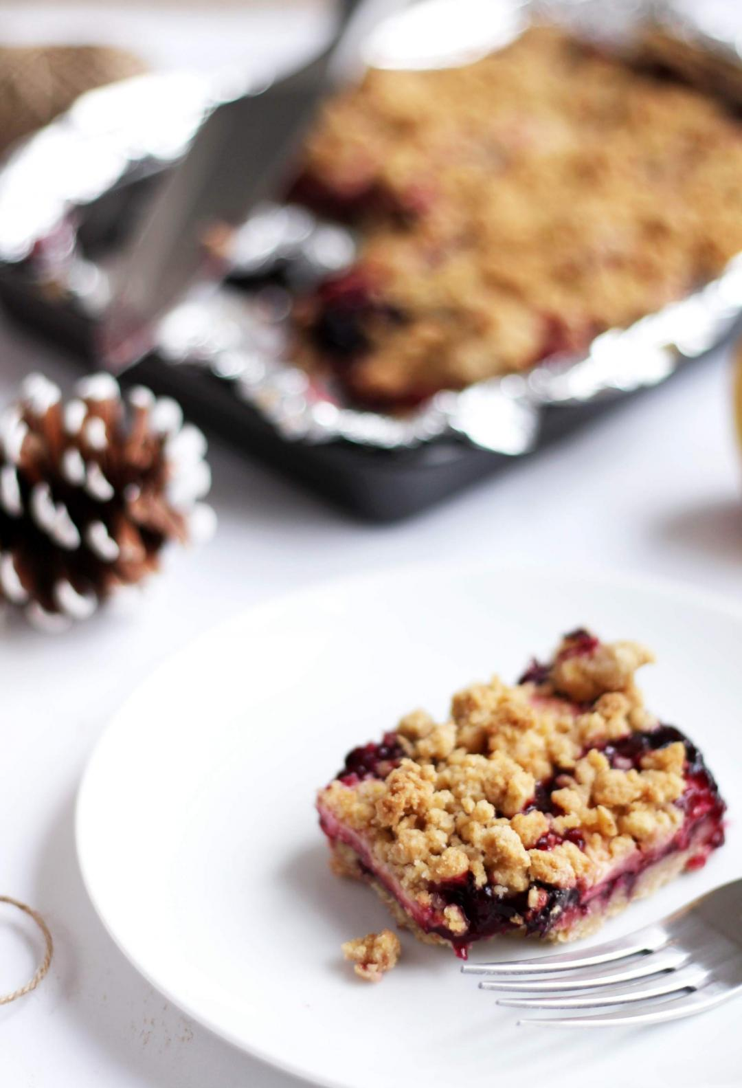 easy-apple-blackberry-blueberry-crumble-recipe-christmas-winter-baking-4