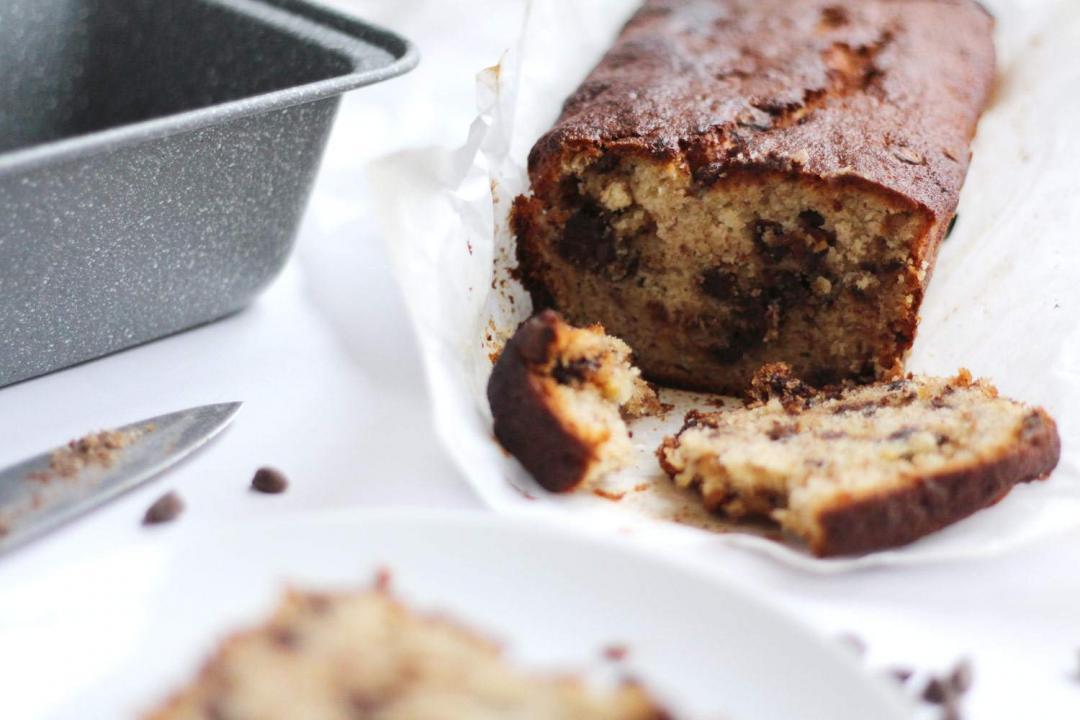 easy-chocolate-chip-banana-bread-recipe-loaf-baking-2