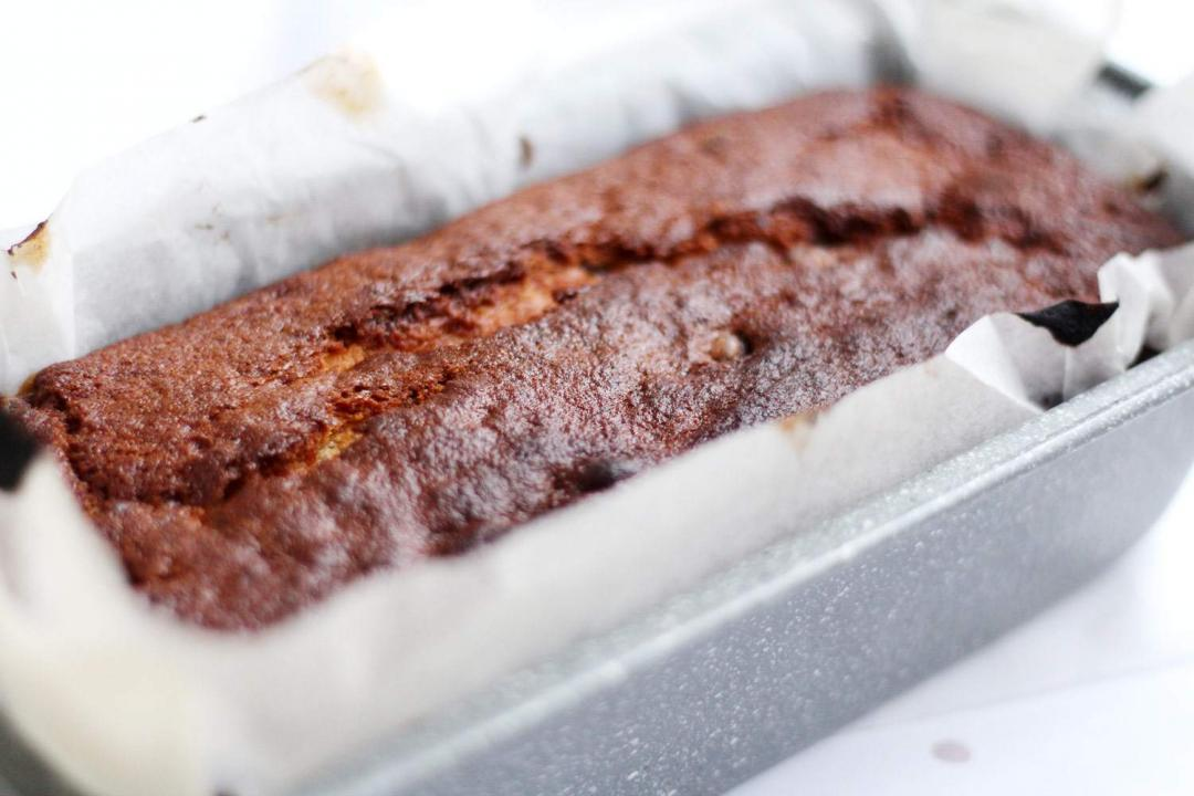 easy-chocolate-chip-banana-bread-recipe-loaf-baking