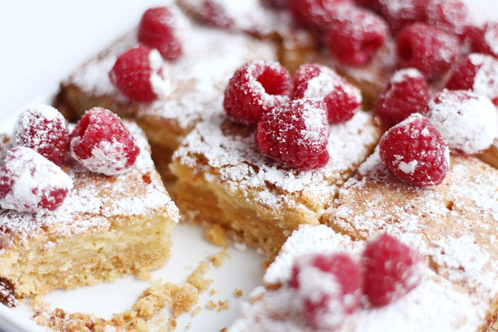 lemon-raspberry-traybake-lemon-drizzle-bars-icing-sugar-lolas-cupcakes-recipe