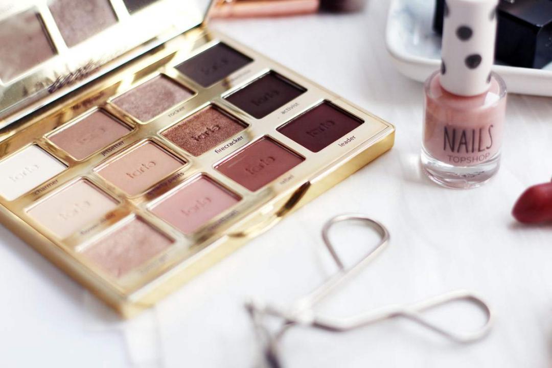 peachy-makeup-charlotte-tilbury-stoned-rose-illamasqua-cherub-tartlette-palette-2
