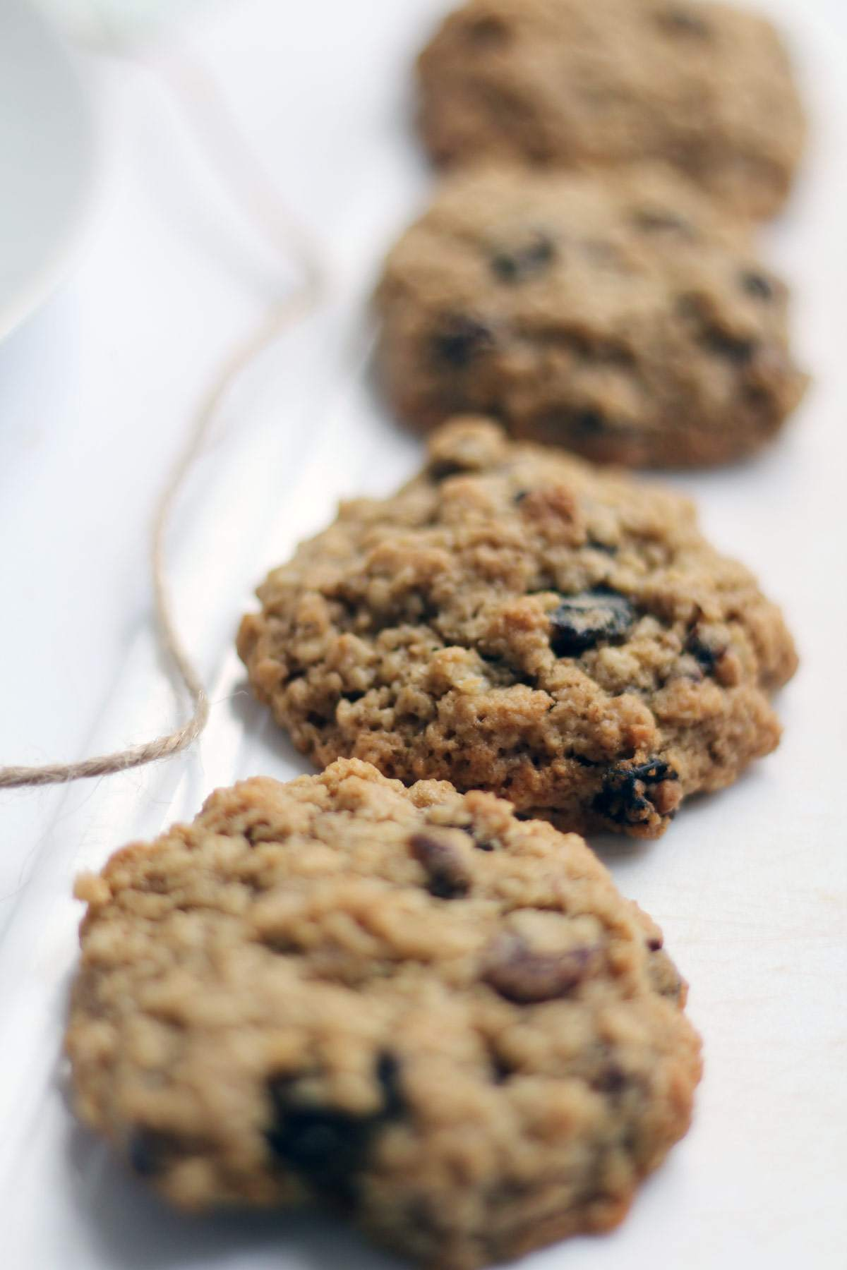 easy-oatmeal-raisin-cookie-recipe-traditional-cookies-food-blogger-4
