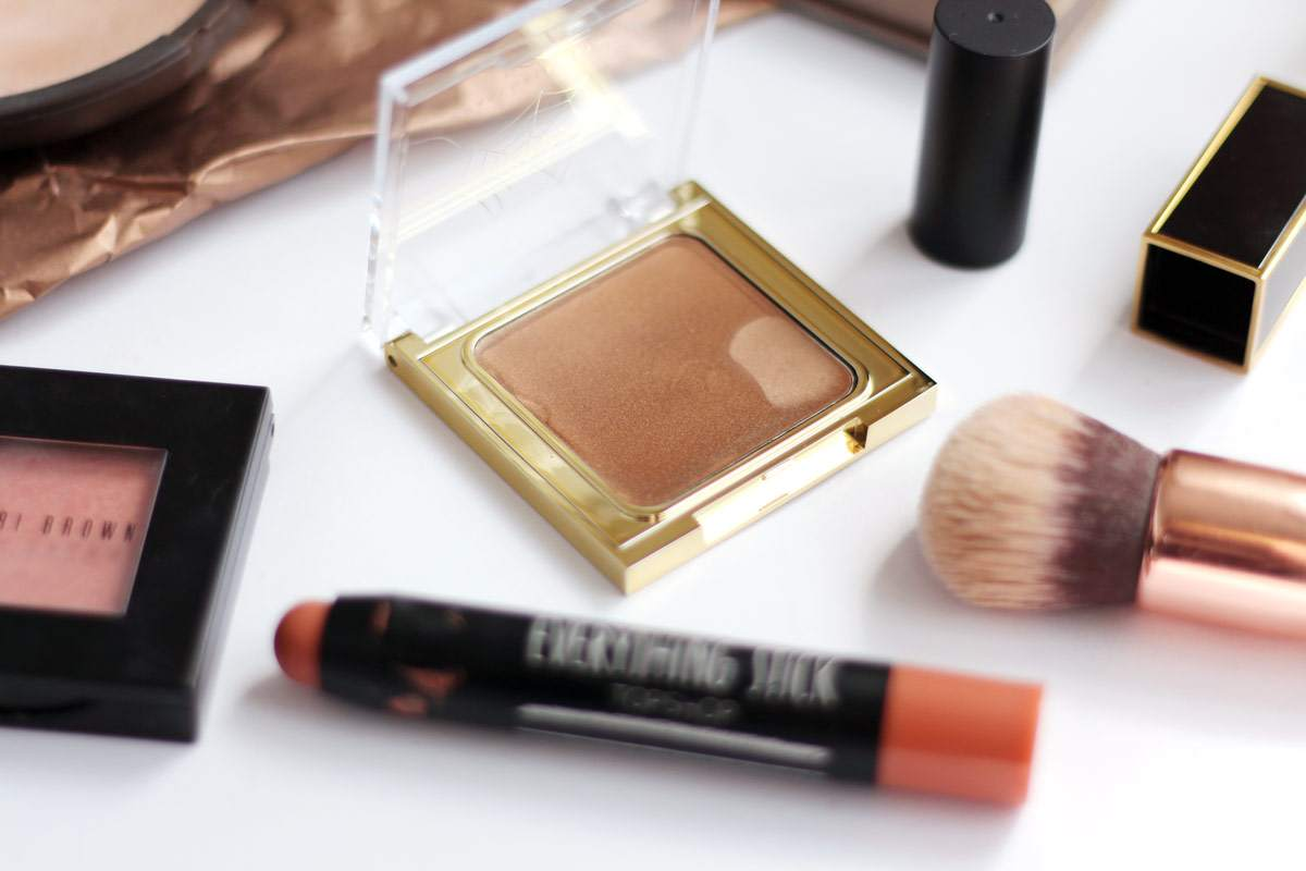 gold-makeup-stila-in-the-light-MAC-indianwood-tom-ford-sultry-MAC-charlotte-olympia-3