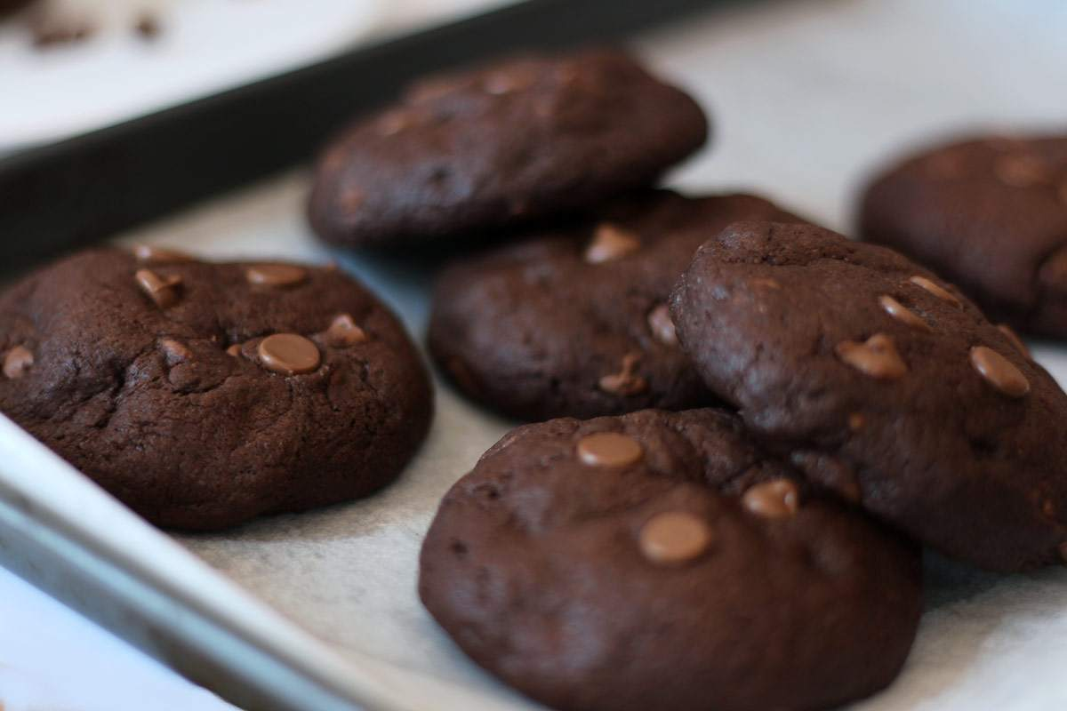 nutella-stuffed-double-chocolate-cookies-recipe-melt-in-the-middle-cookie-2