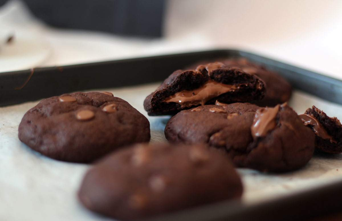 nutella-stuffed-double-chocolate-cookies-recipe-melt-in-the-middle-cookie