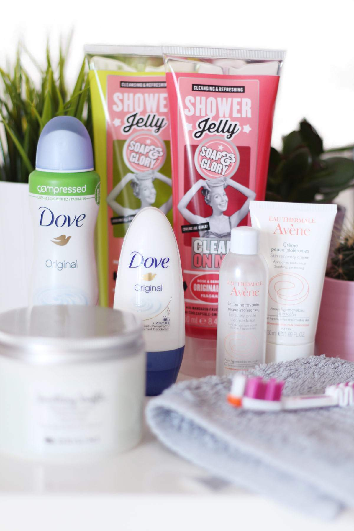 morning-routine-soap-and-glory-shower-jelly-clean-on-me-sugar-crush-dove-deoderant
