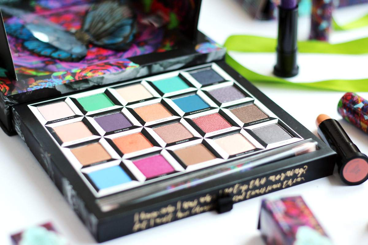 urban-decay-alice-through-the-looking-glass-eyeshadow-palette-lipsticks