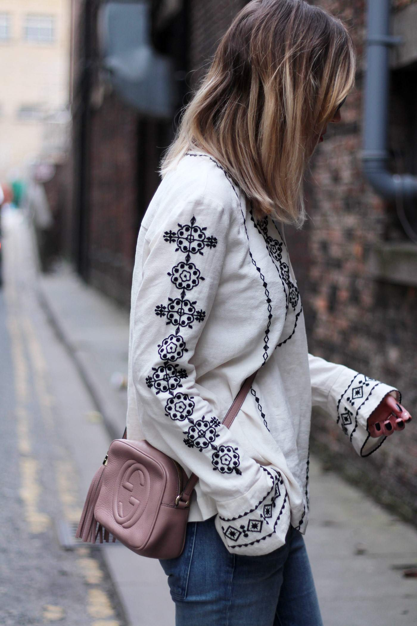 and-other-stories-folk-embroiderd-top-gucci-disco-soho-bag-pink-nude-13
