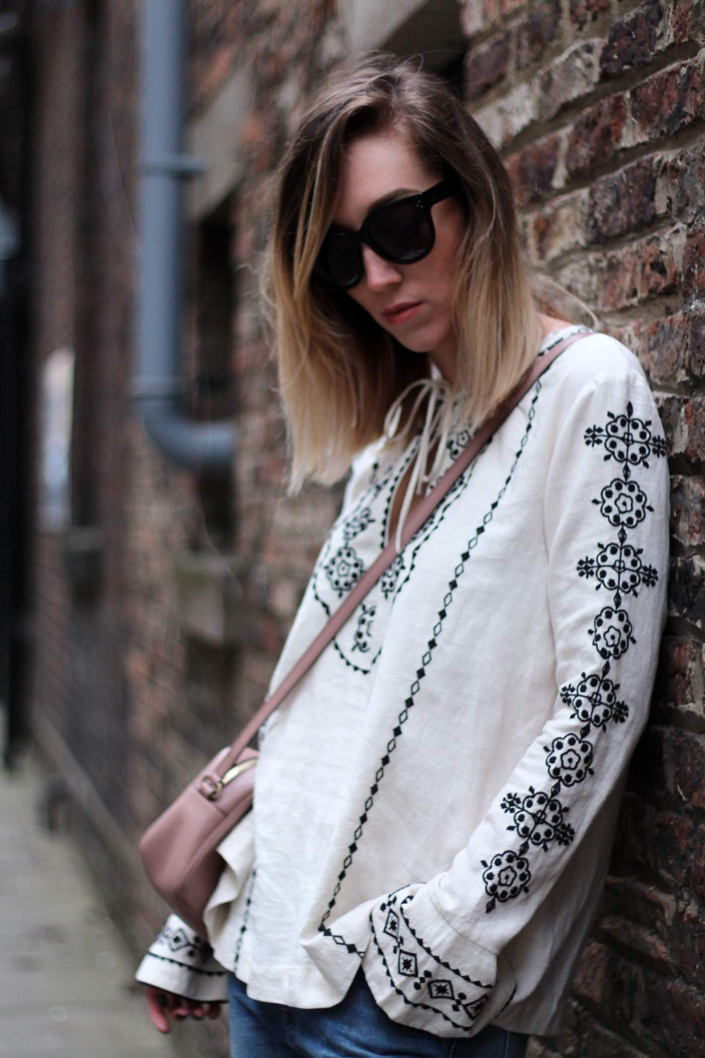 and-other-stories-folk-embroiderd-top-gucci-disco-soho-bag-pink-nude-14