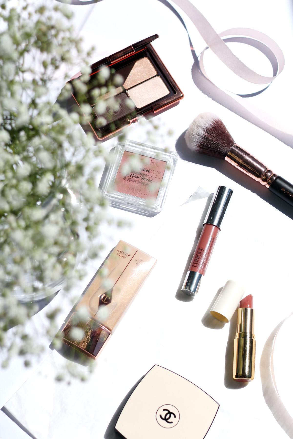 pretty-makeup-H&M-lipstick-chanel-les-beige-charlotte-tilbury-wonderglow