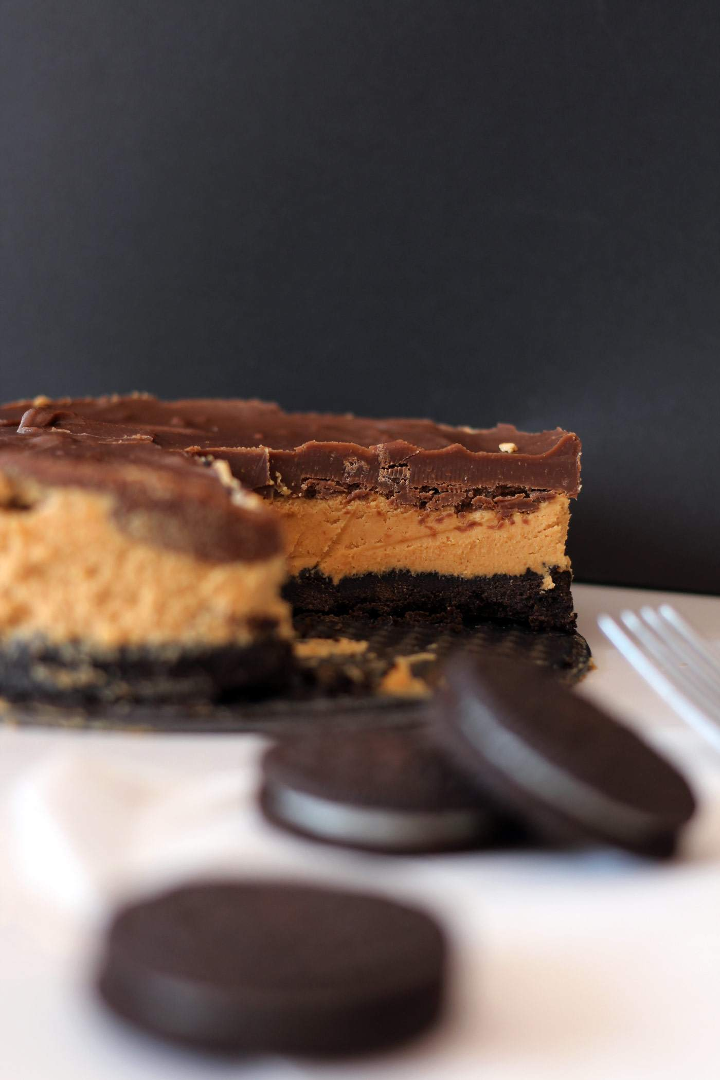 peanut-butter-oreo-chocolate-pie-cake-triple-layer-dessert