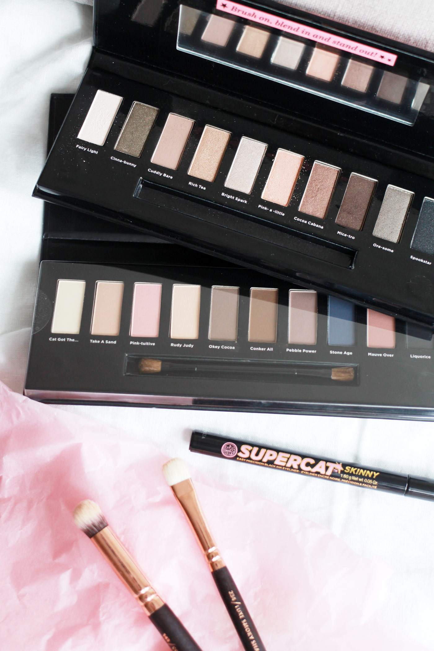 soap-and-glory-ultimatte-shift-to-neutral-palette-make-me-blush-supercat-eyeliner-1