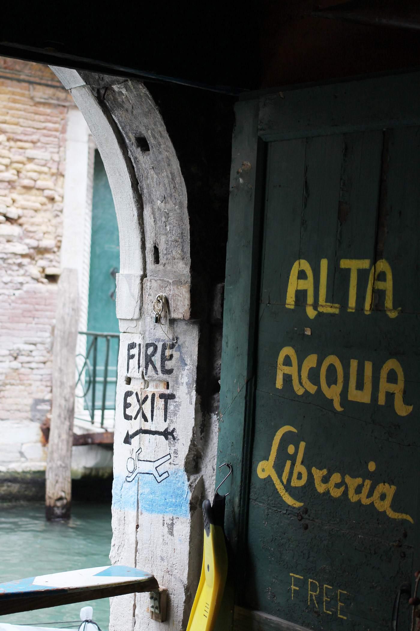 venice-italy-canal-photography-travel-blogger-san-marco-alta-acqua-libreria