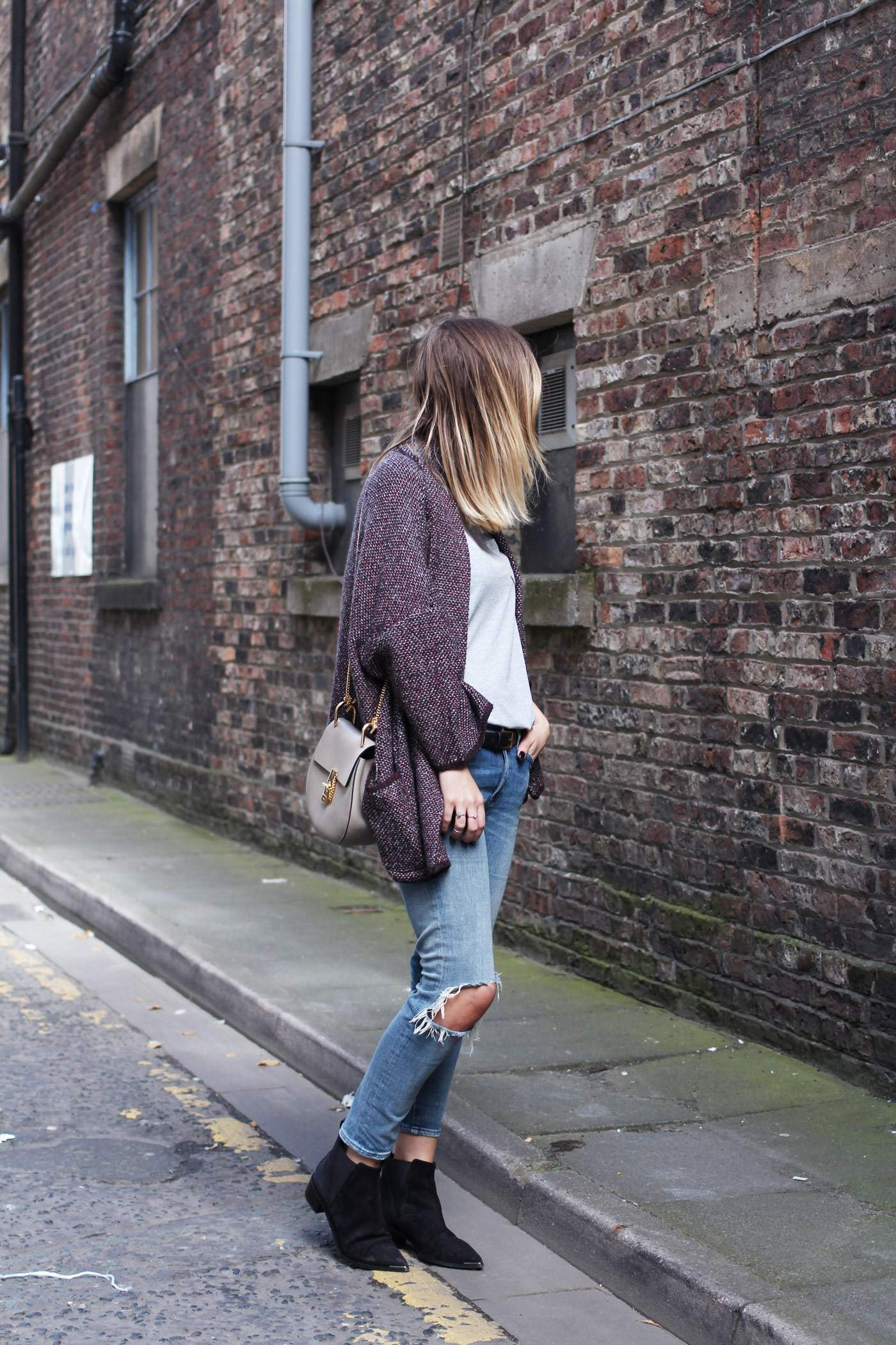 mango-cardigan-acne-jensen-boots-ripped-jeans-autumn-outfit-1