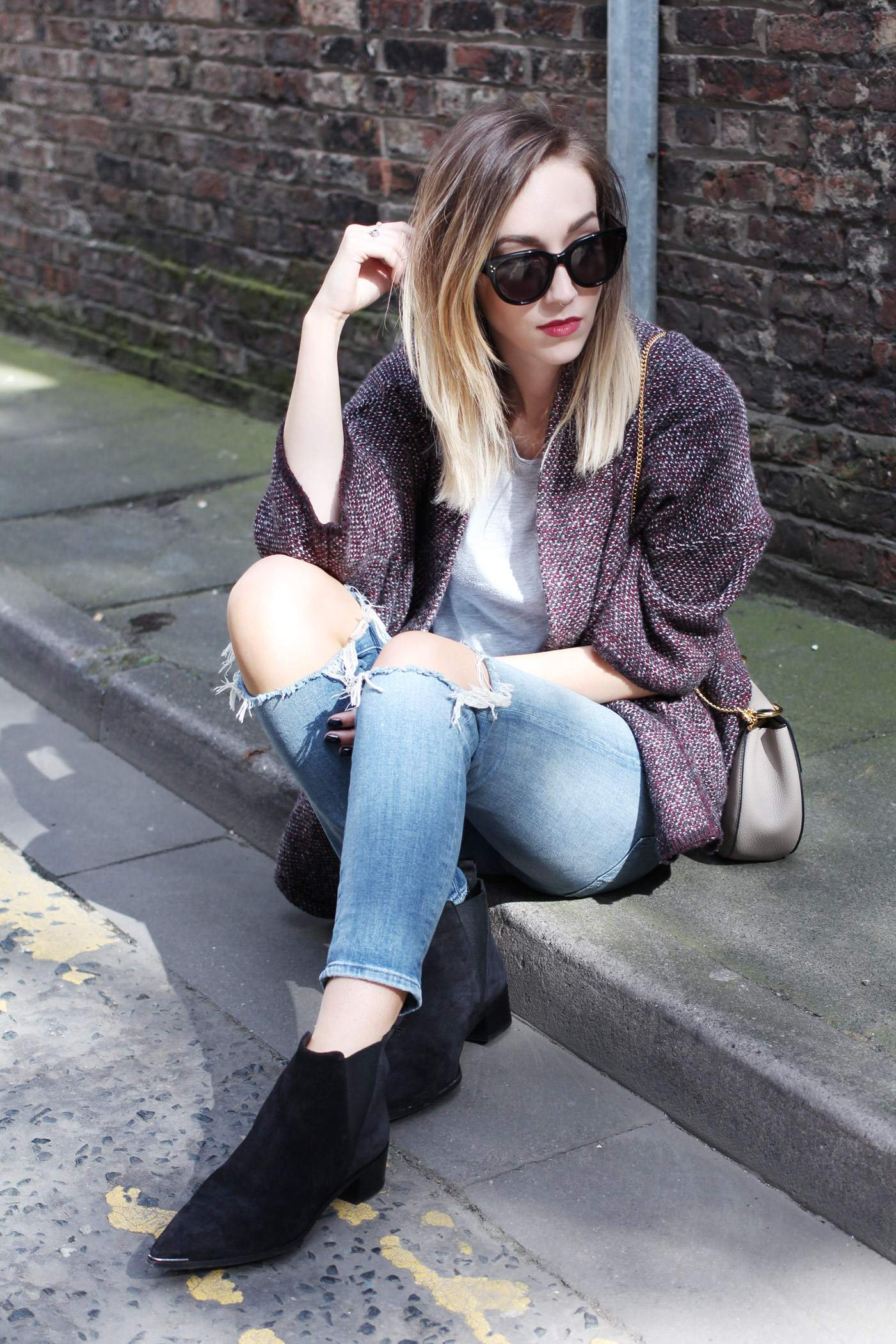 mango-cardigan-acne-jensen-boots-ripped-jeans-autumn-outfit-10