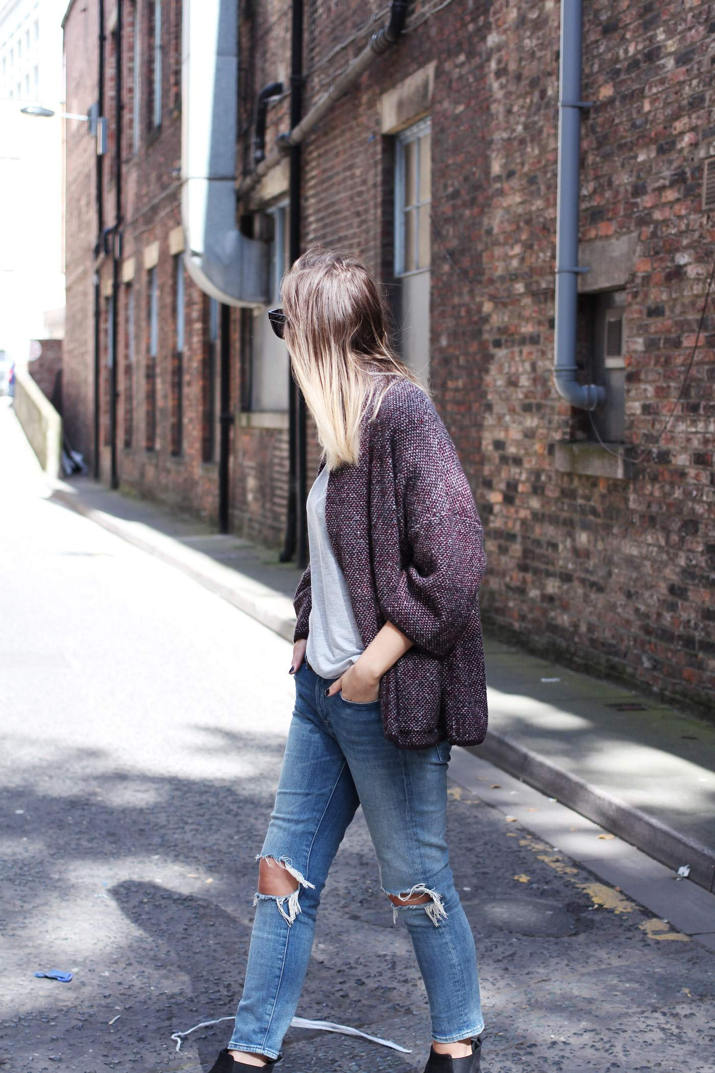 mango-cardigan-acne-jensen-boots-ripped-jeans-autumn-outfit-5