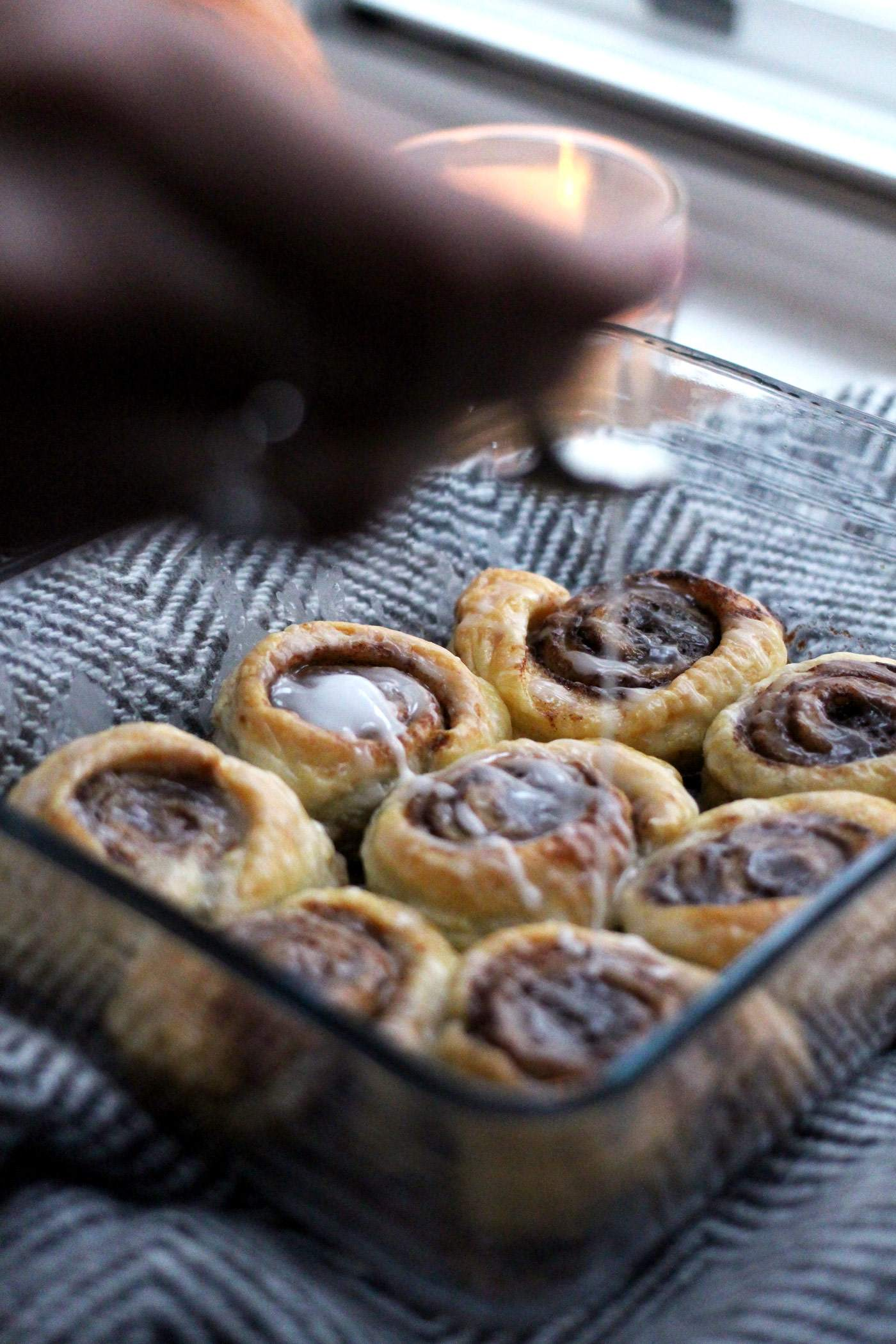 easy-cinnamon-rolls-recipe-autumn-winter-icing-2