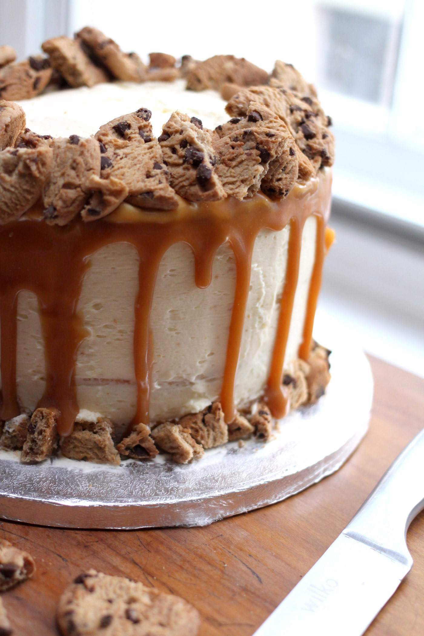 vanilla-caramel-cookie-layer-cake-drip-style-food-blogger-2