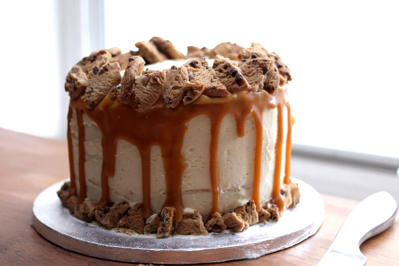 vanilla-caramel-cookie-layer-cake-drip-style-food-blogger-3