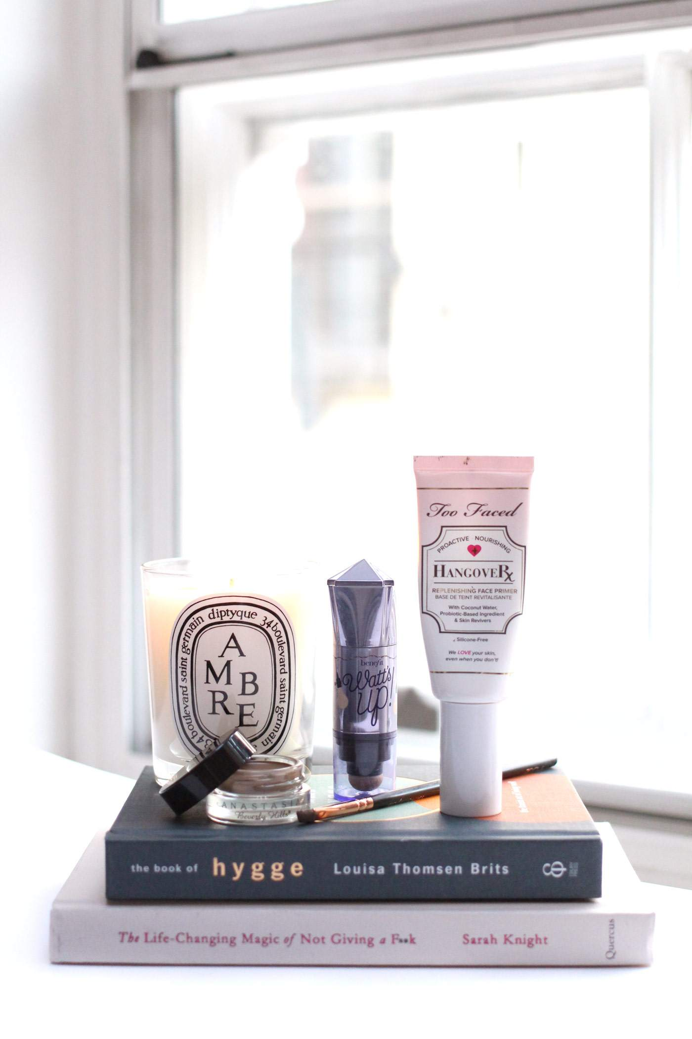 must-haves-anastasia-dip-brow-benefit-watts-up-too-faced-hangover-primer