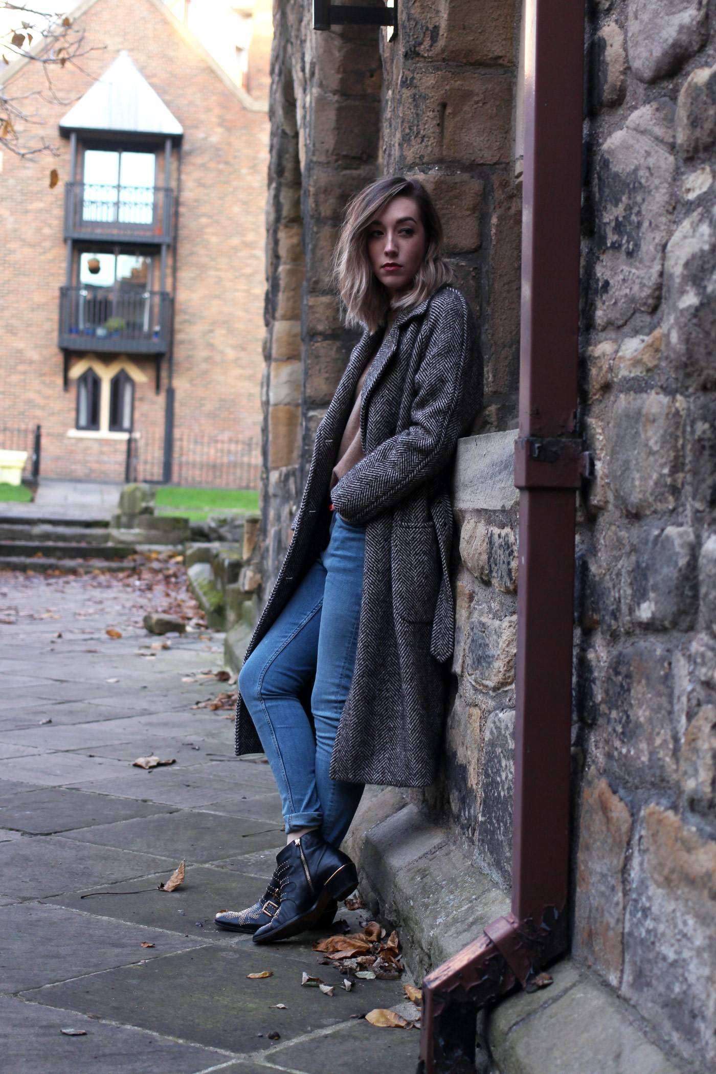 weekday-high-waist-jeans-chloe-susanna-boots-chloe-coat-3