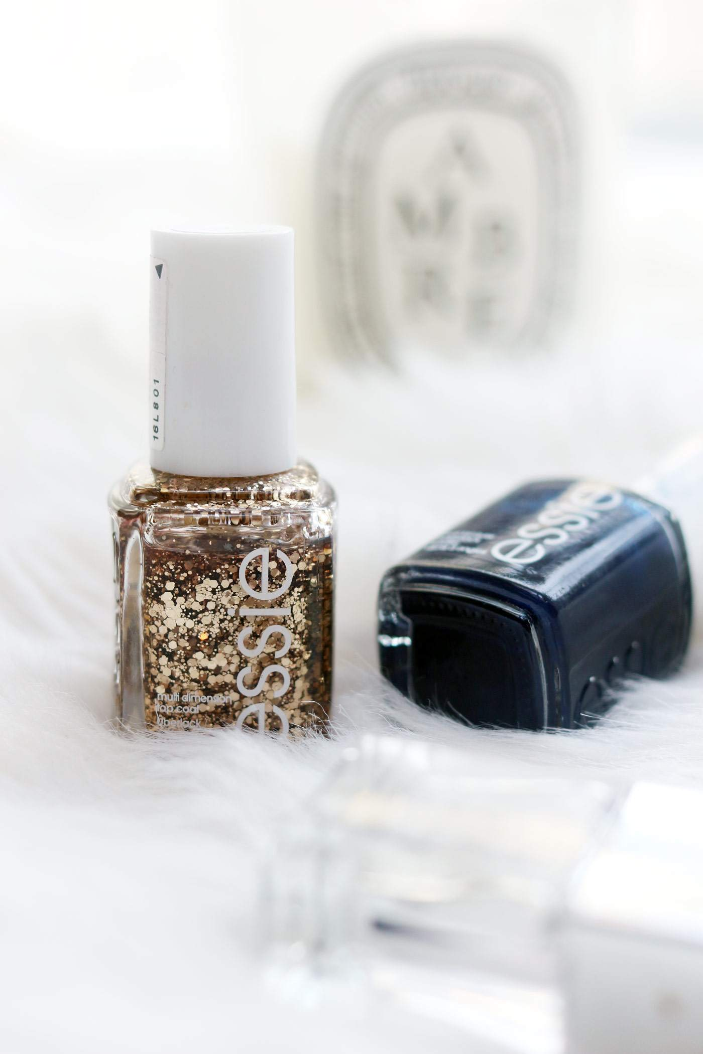 essie-christmas-nails-gold-navy-glitter