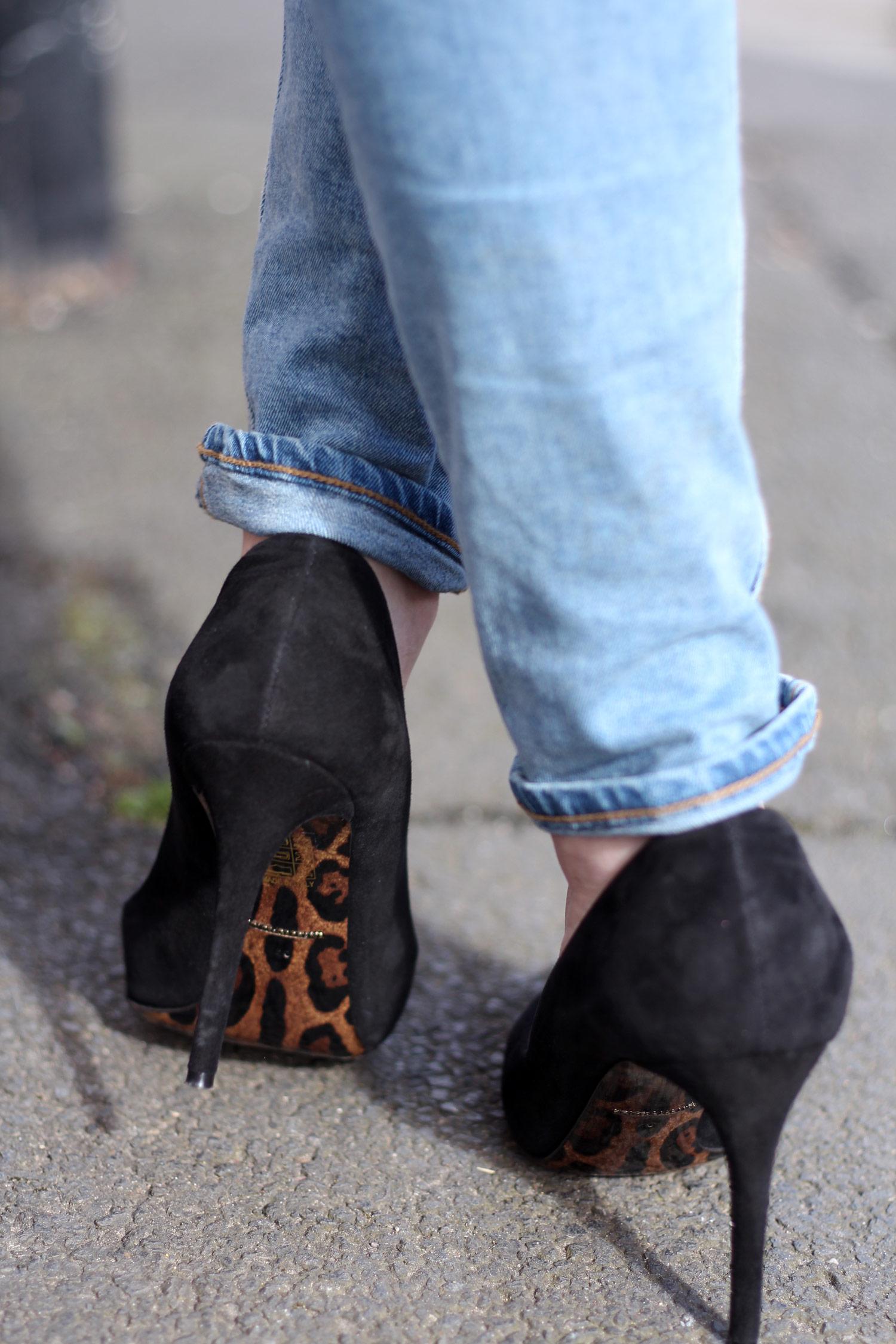 farfetch-dolce-gabbana-black-suede-heels-weekday-jeans-chloe-faye-black-12