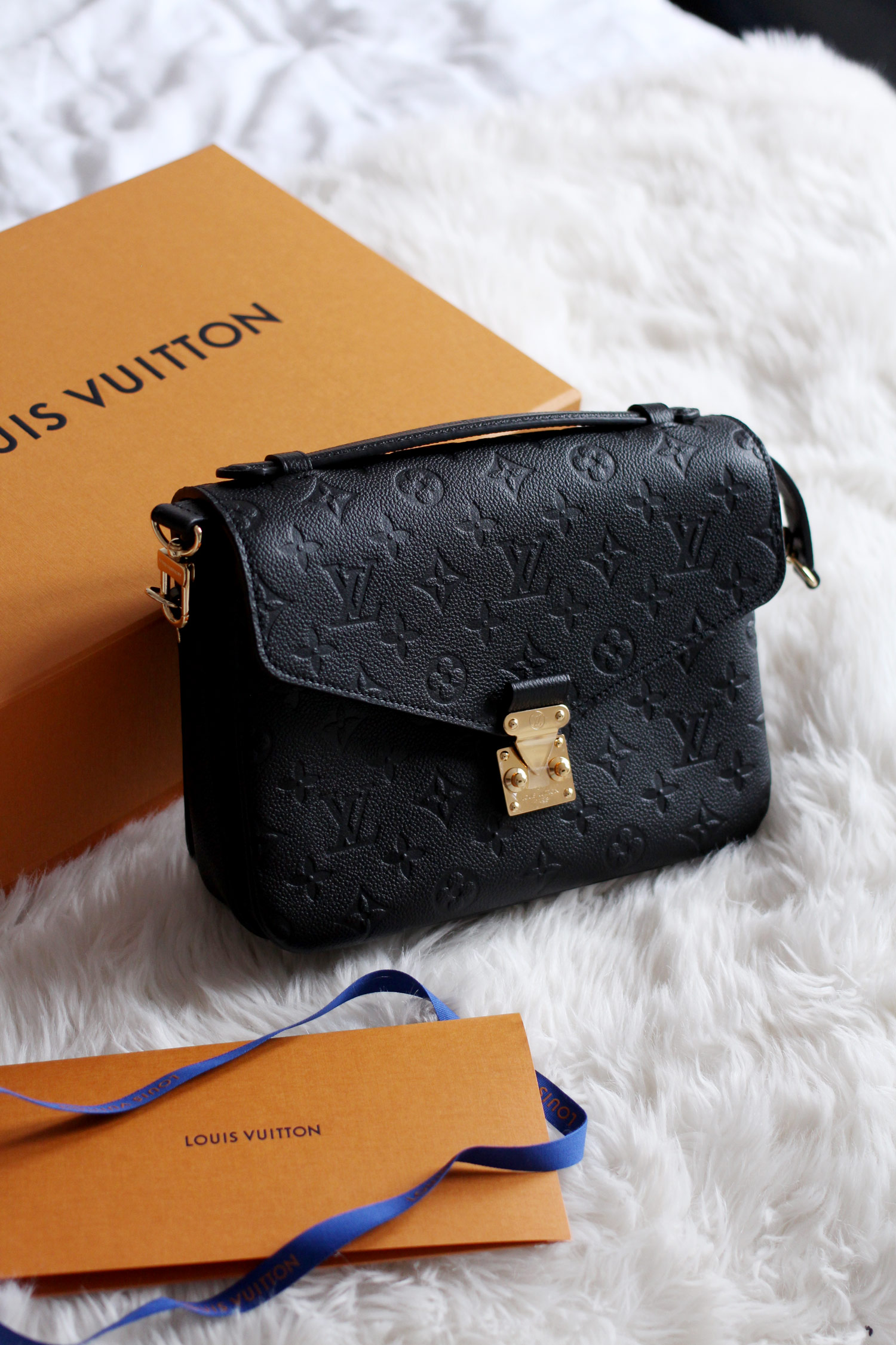 louis-vuitton-pochette-metis-Monogram-Empreinte-Leather-black-bag-review-2