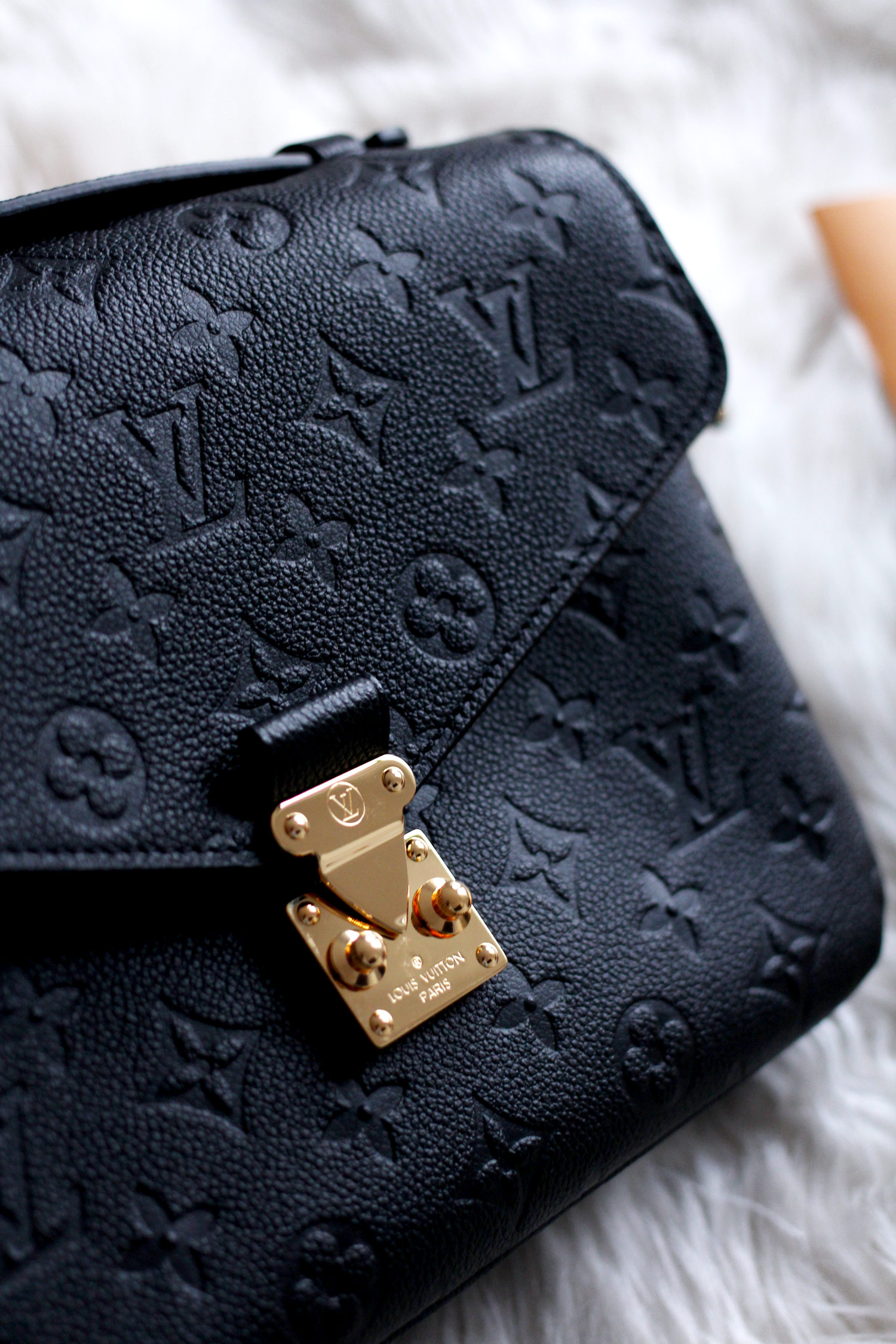 louis-vuitton-pochette-metis-Monogram-Empreinte-Leather-black-bag-review-3