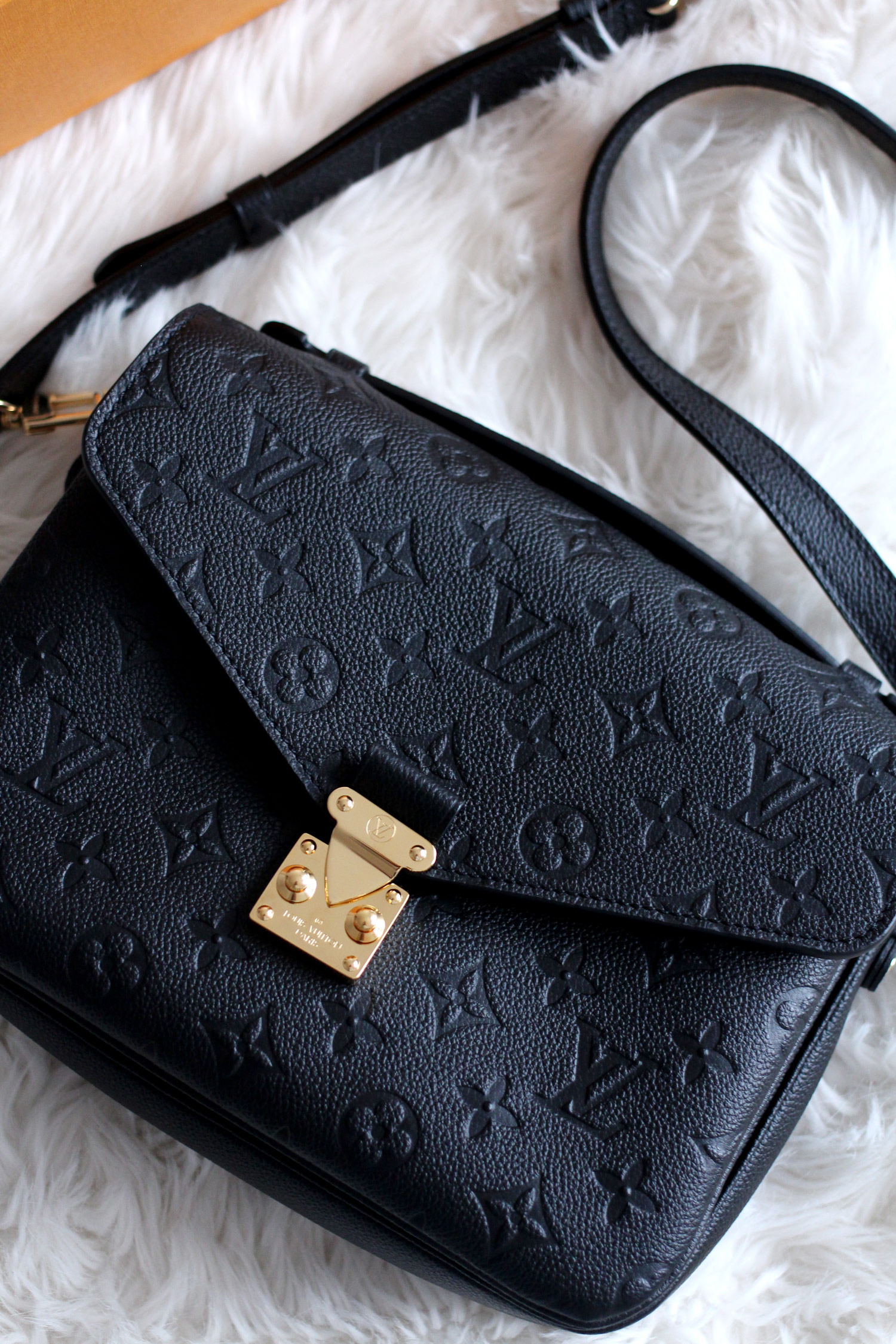 louis-vuitton-pochette-metis-Monogram-Empreinte-Leather-black-bag-review-6