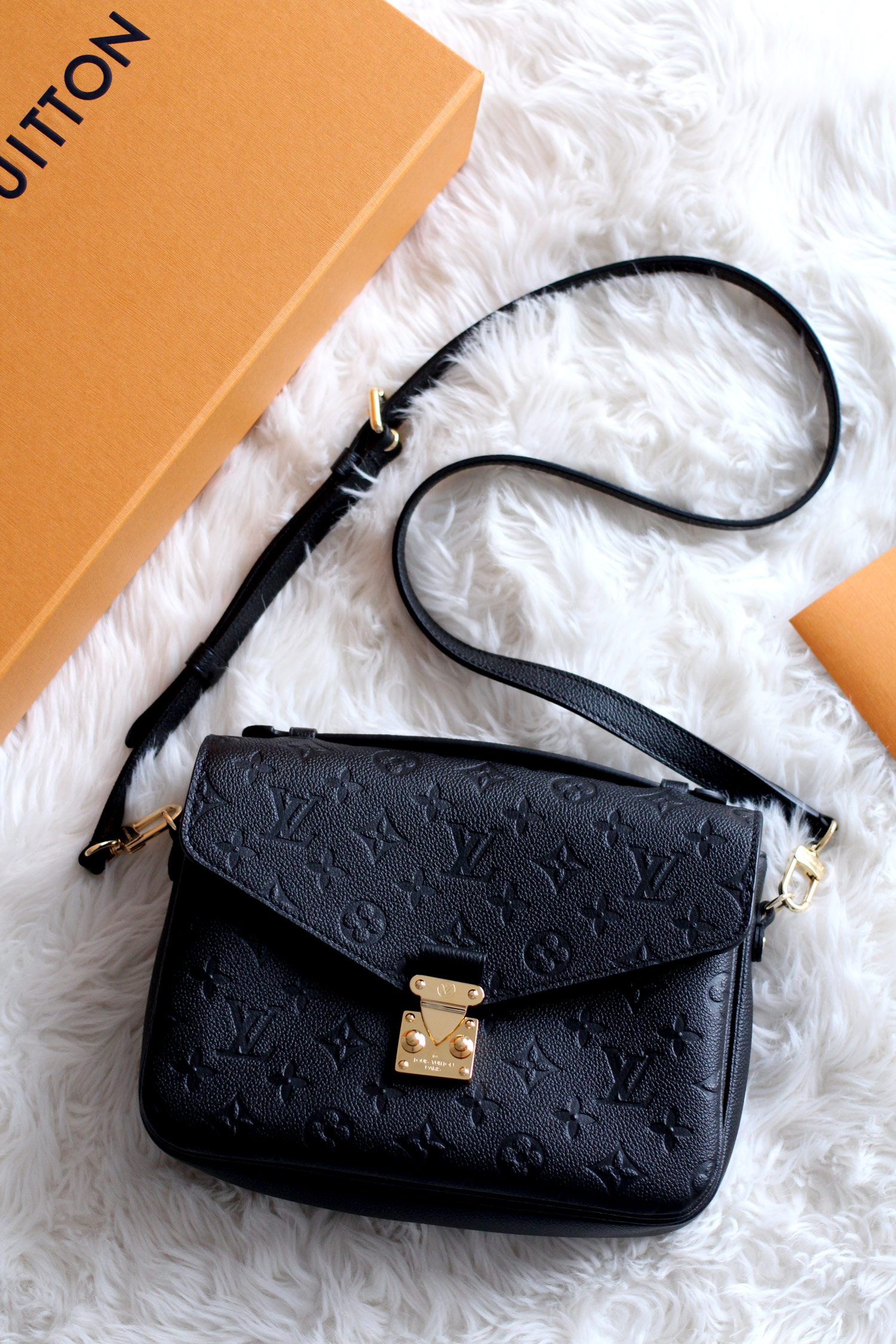 louis-vuitton-pochette-metis-Monogram-Empreinte-Leather-black-bag-review-7
