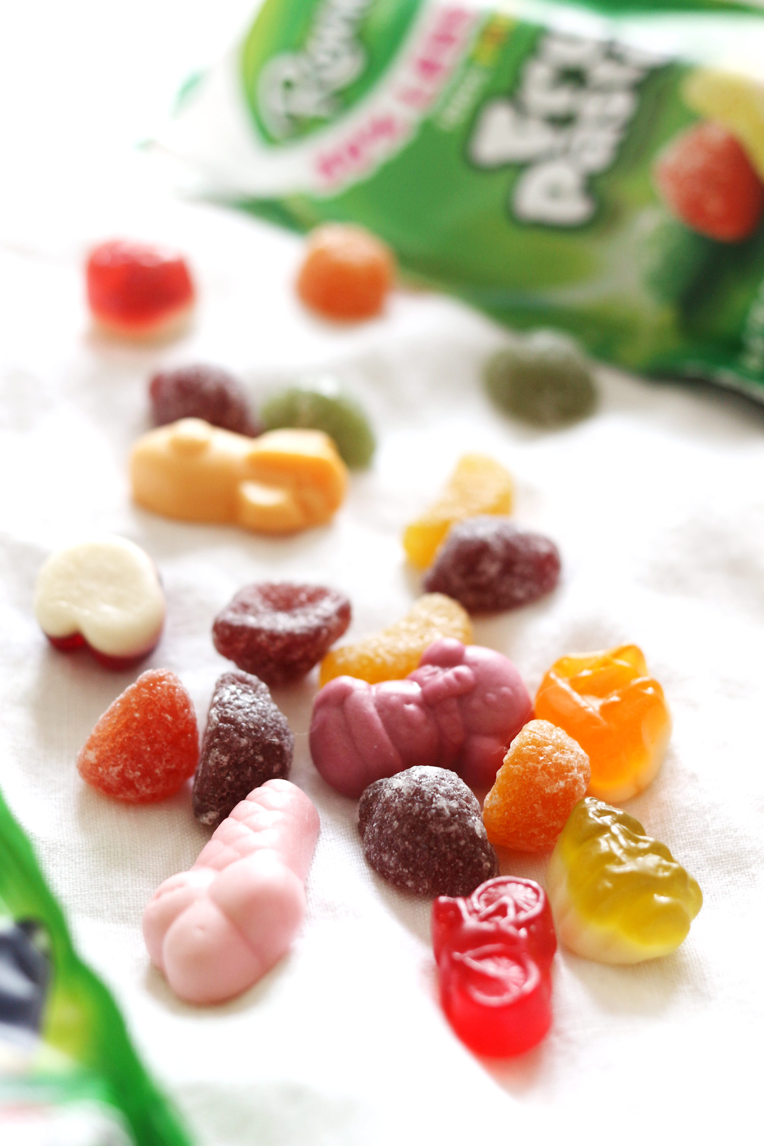 rowntrees-30-less-sugar-fruit-pastilles-randoms-review.-2