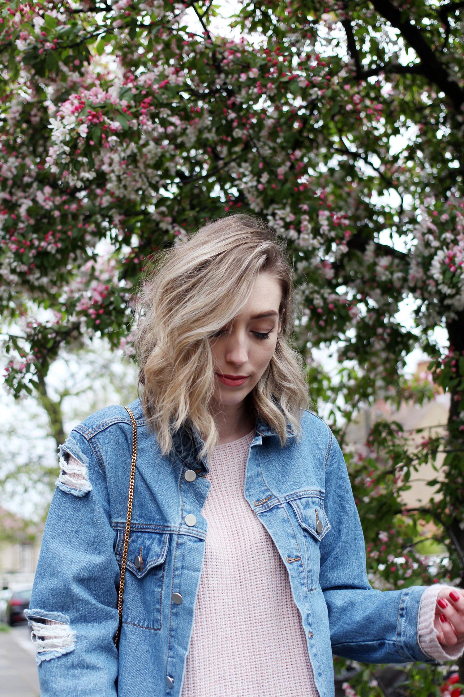 spring-denim-jacket-pink-jumper-leather-skirt-9