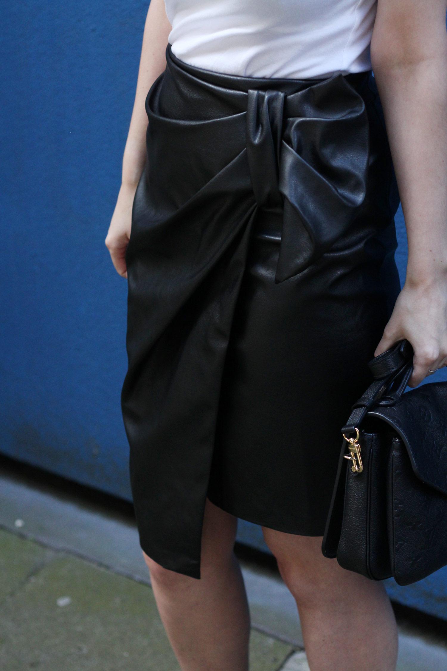 closet-london-leather-skirt-grey-cardgain-louis-vuitton-pochette-metis-14