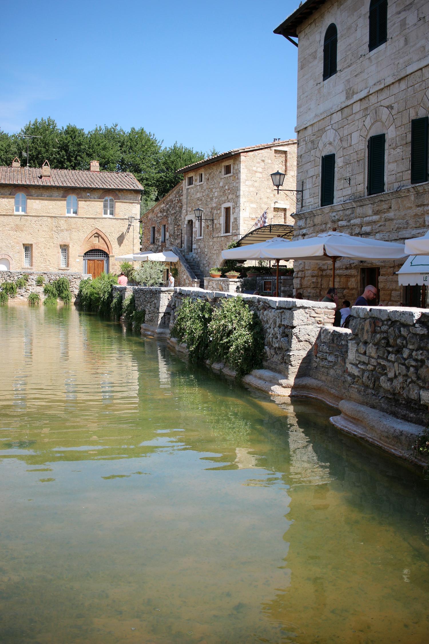tuscany-bagno-vignoni-italy-travel-blogger-1