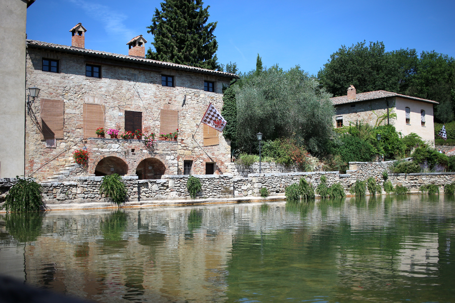 3 places to visit in tuscany the lovecats inc - B b bagno vignoni ...
