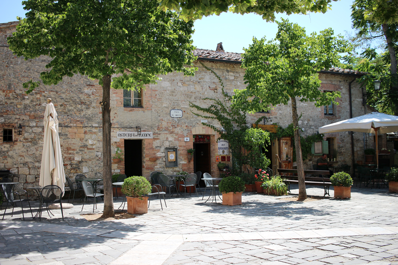 tuscany-bagno-vignoni-italy-travel-blogger-3