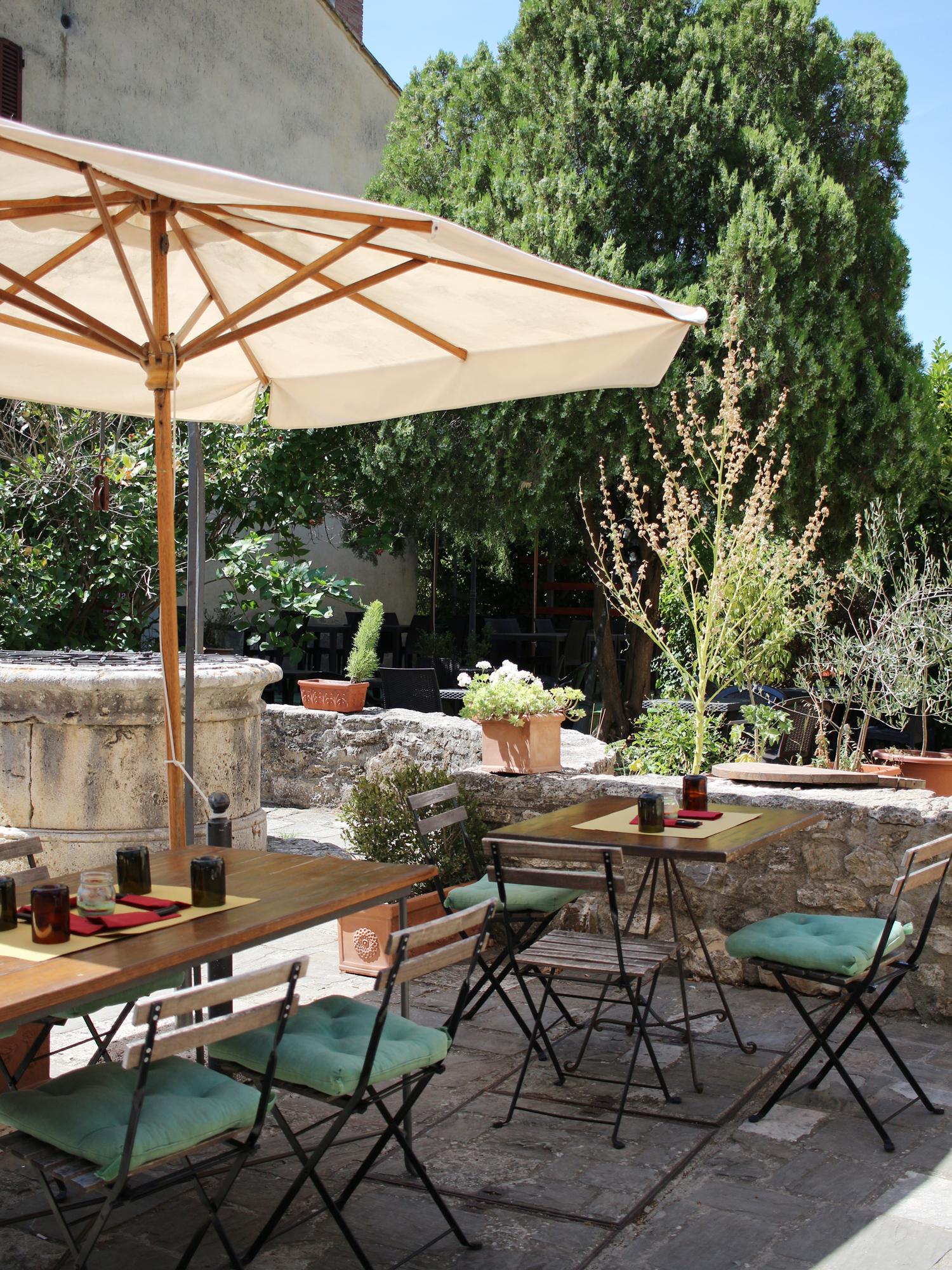tuscany-bagno-vignoni-italy-travel-blogger-6