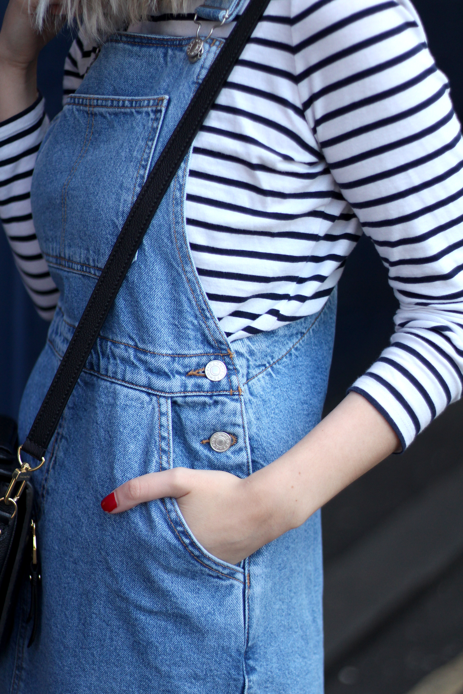 topshop-denim-pencil-dungaree-dress-stripe-top-red-gucci-loafers-11