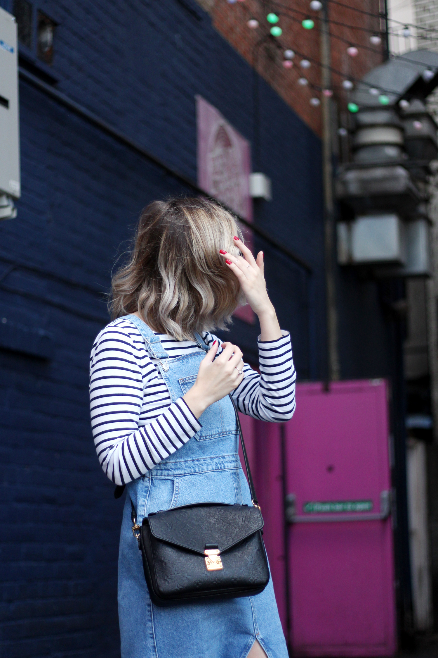 topshop-denim-pencil-dungaree-dress-stripe-top-red-gucci-loafers-4
