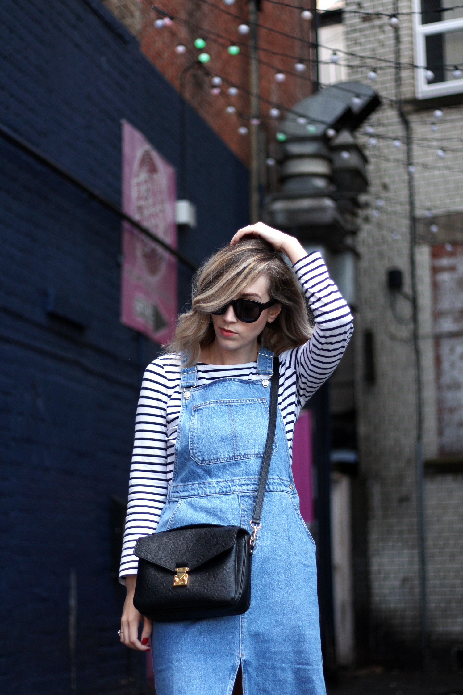 topshop-denim-pencil-dungaree-dress-stripe-top-red-gucci-loafers-6