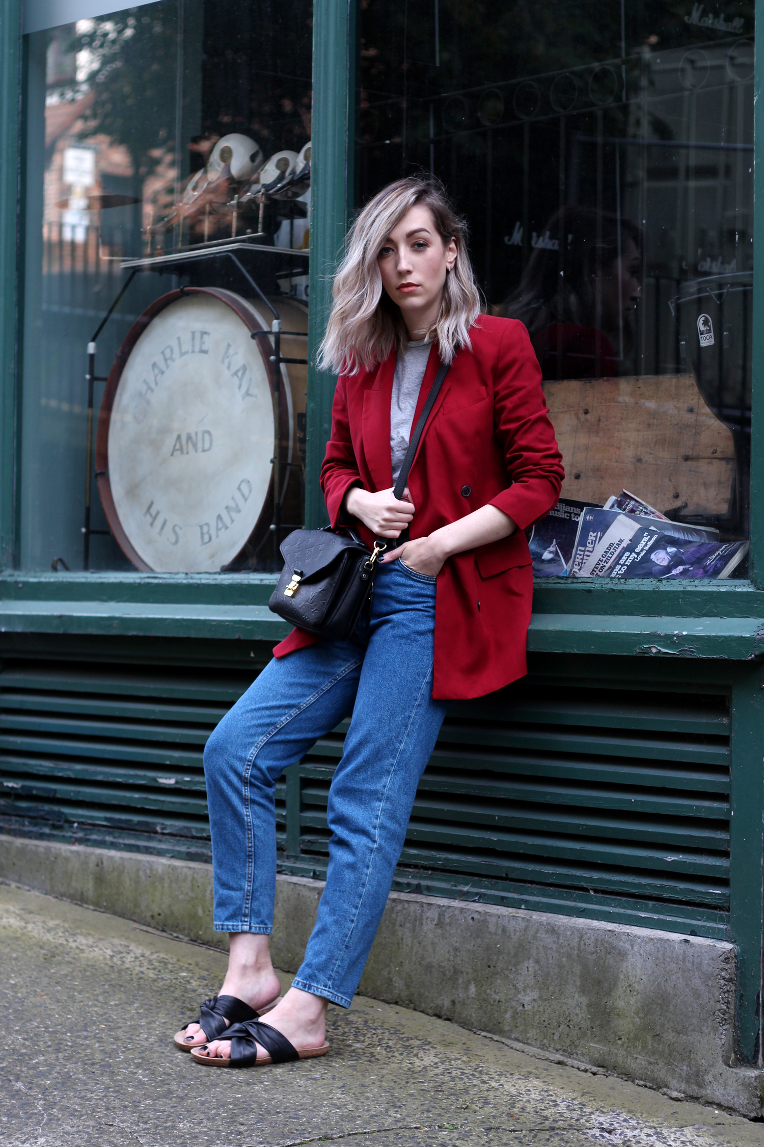 zara-red-blazer-mom-jeans-louis-mochette-metis-18