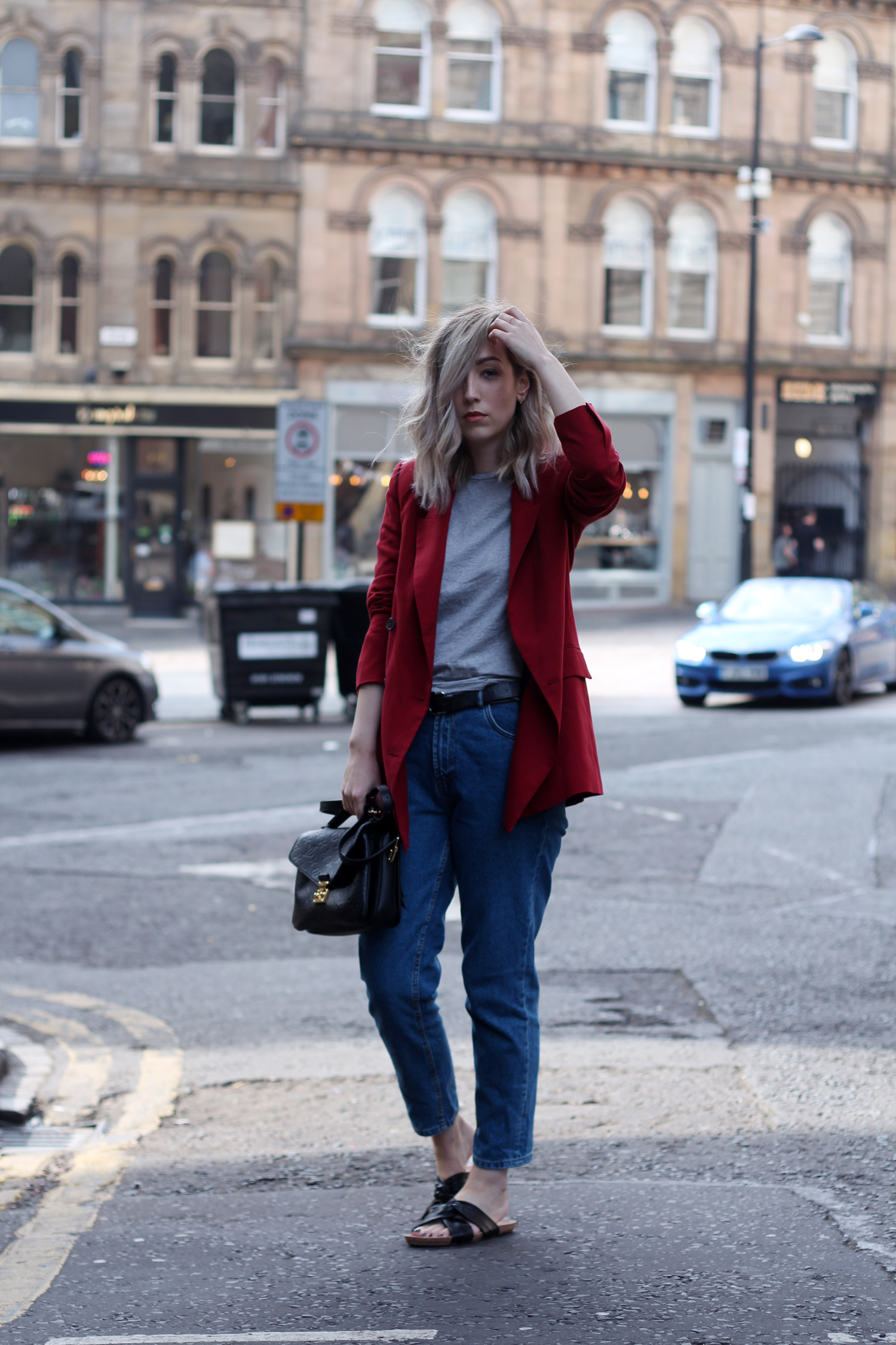 zara-red-blazer-mom-jeans-louis-mochette-metis-4