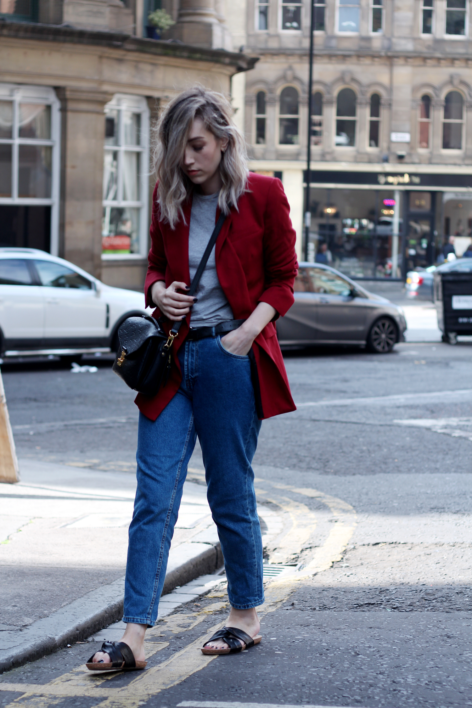 zara-red-blazer-mom-jeans-louis-mochette-metis
