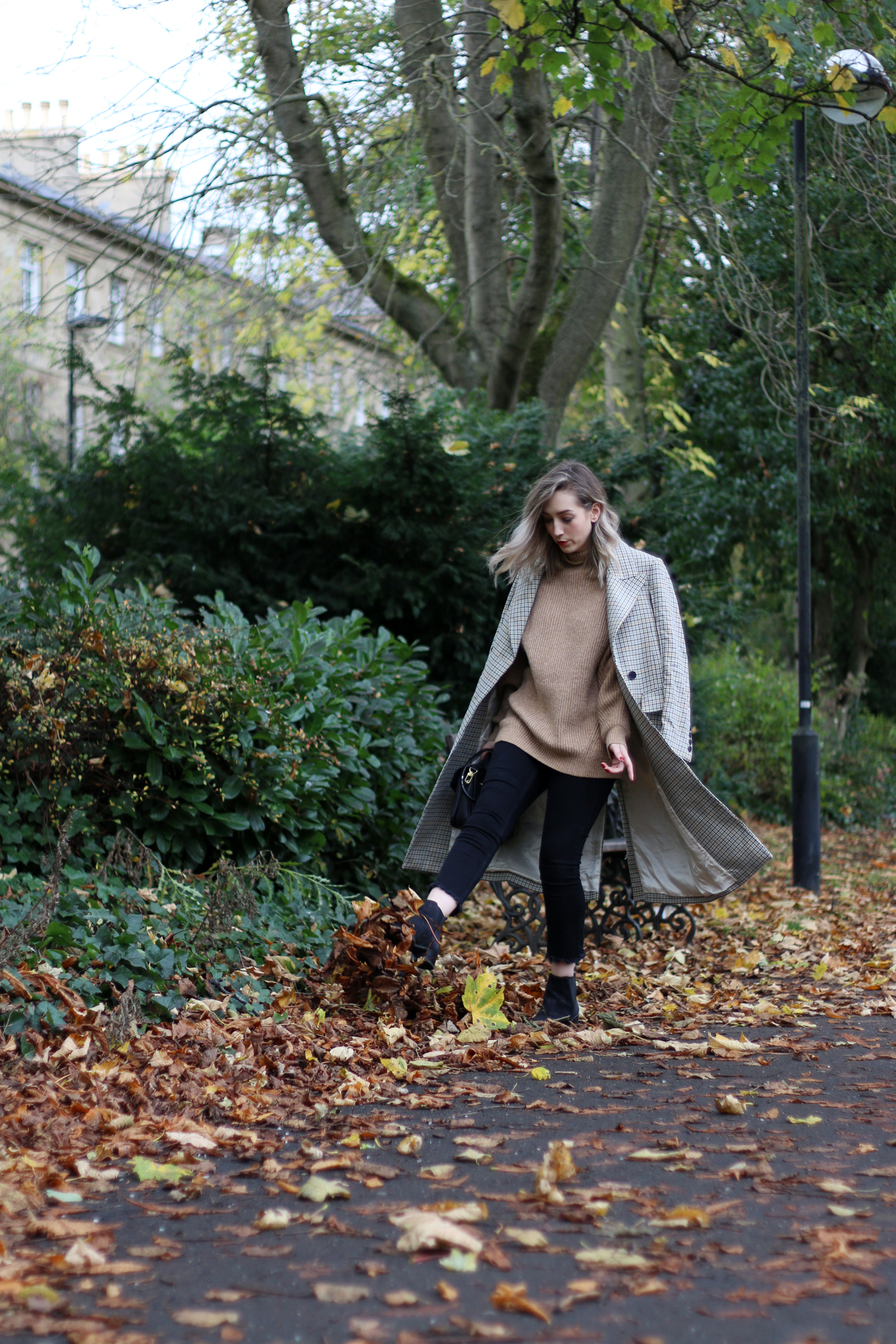 autumn-outfit-H&M-oversized-tan-jumper-checked-coat-1