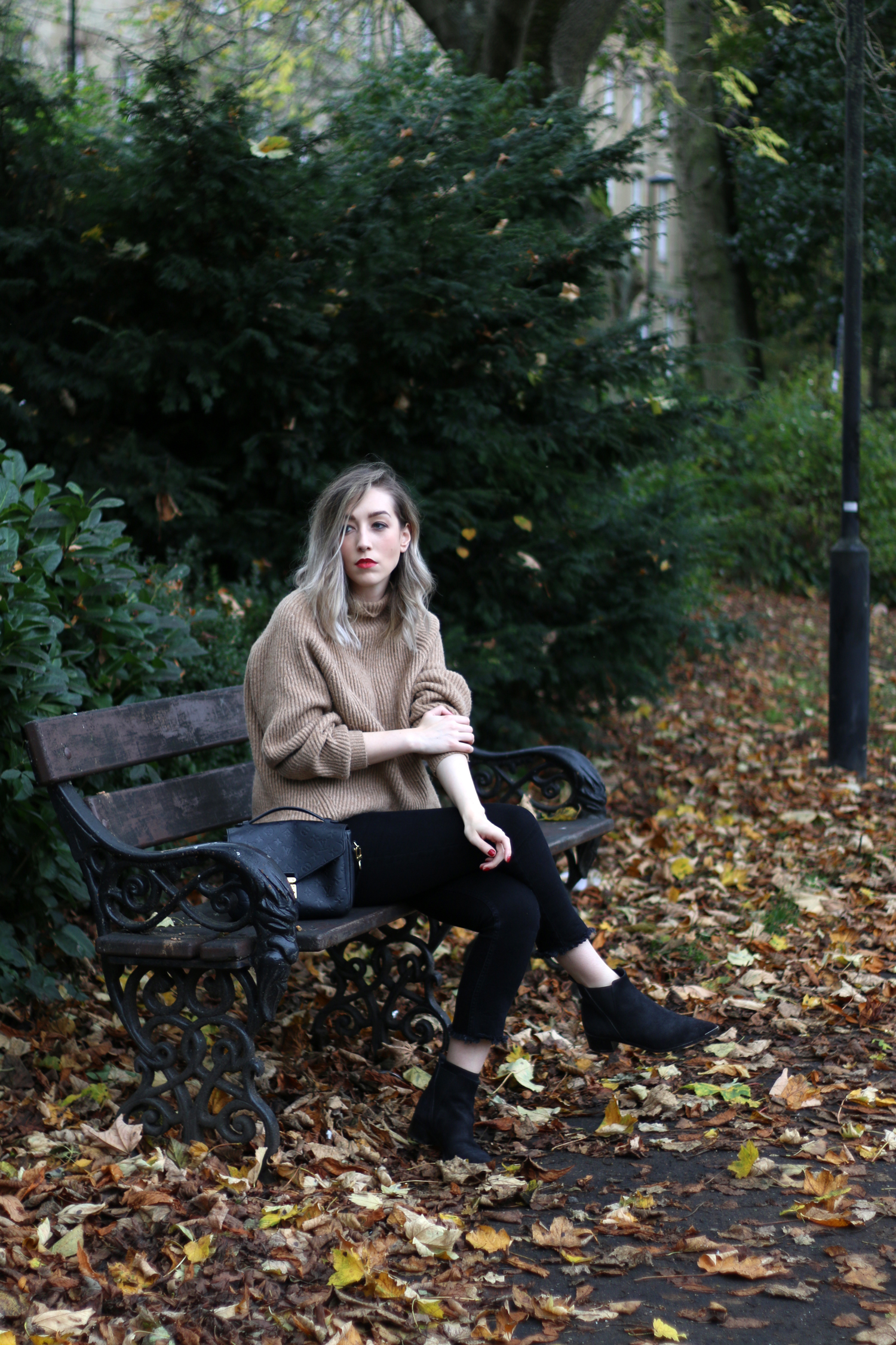 autumn-outfit-H&M-oversized-tan-jumper-checked-coat-10