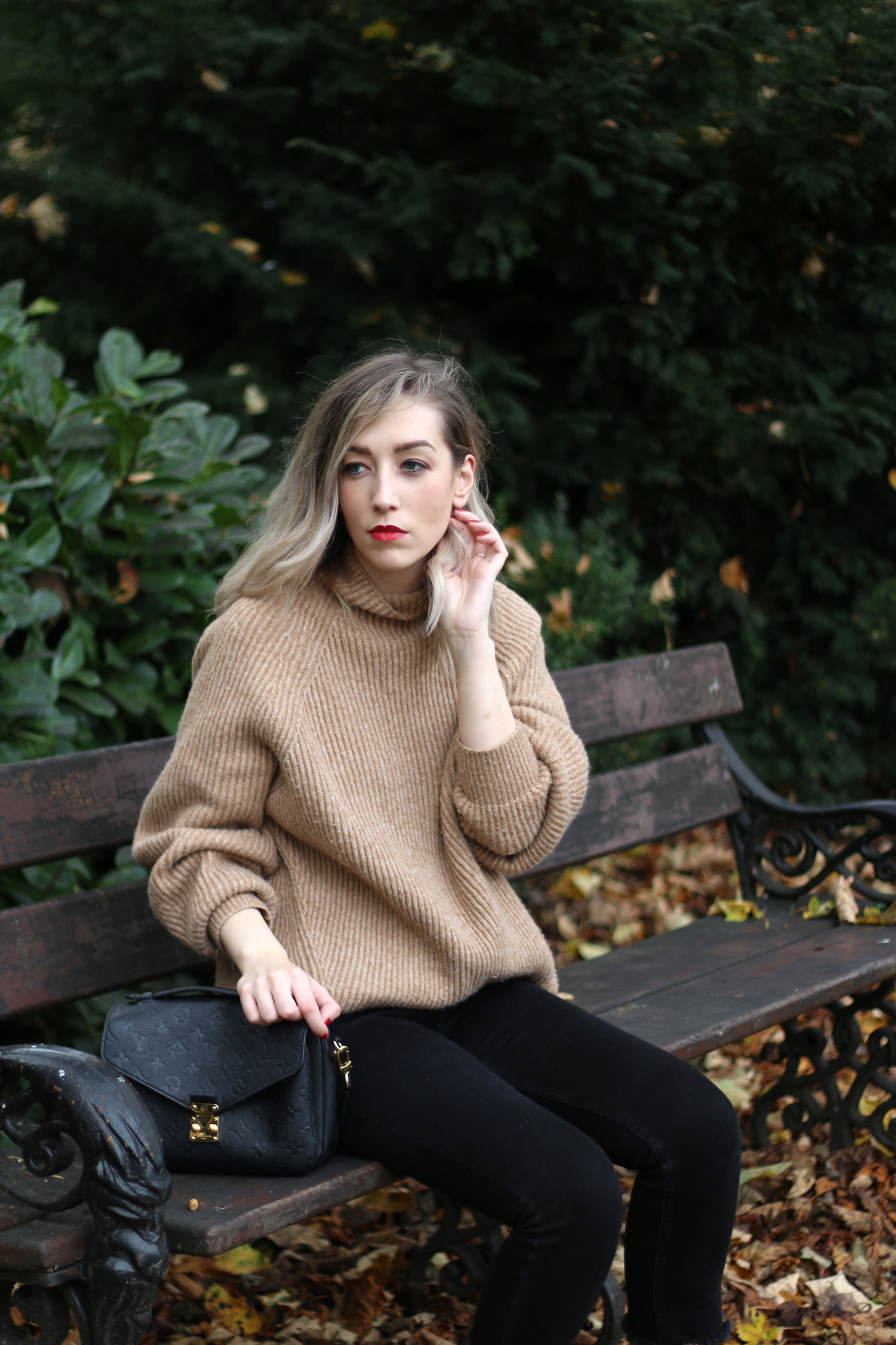autumn-outfit-H&M-oversized-tan-jumper-checked-coat-11
