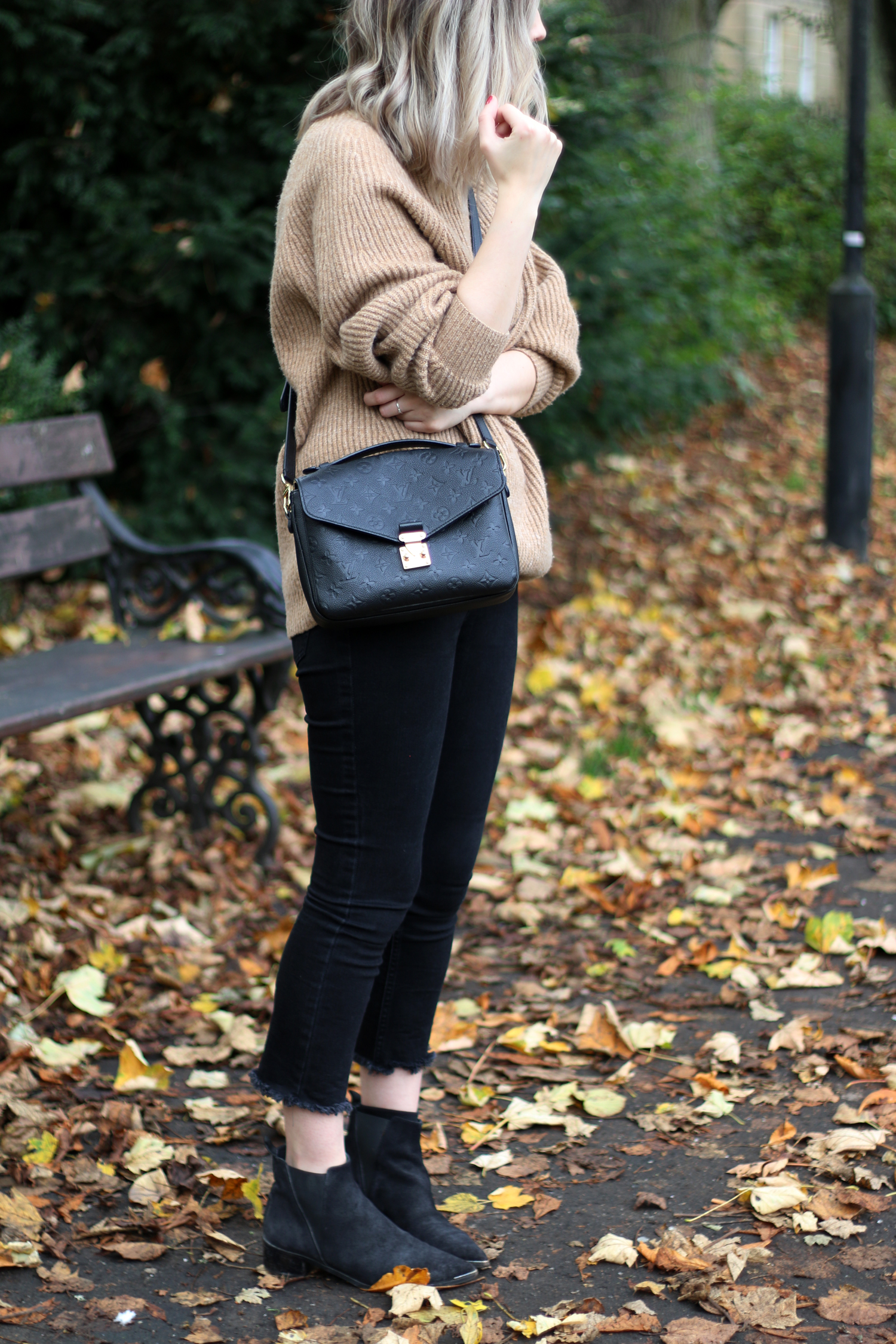 autumn-outfit-H&M-oversized-tan-jumper-checked-coat-16