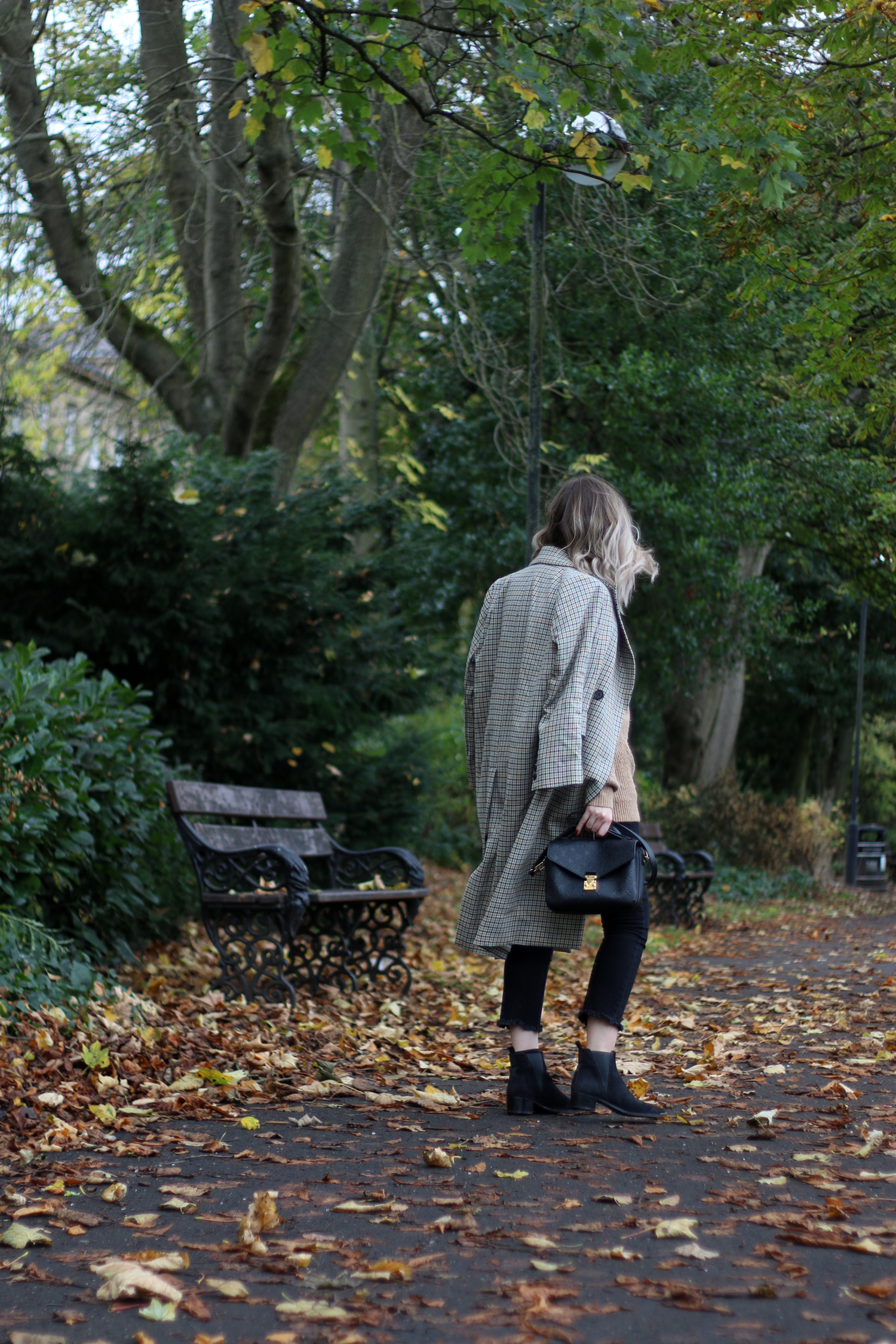 autumn-outfit-H&M-oversized-tan-jumper-checked-coat-2